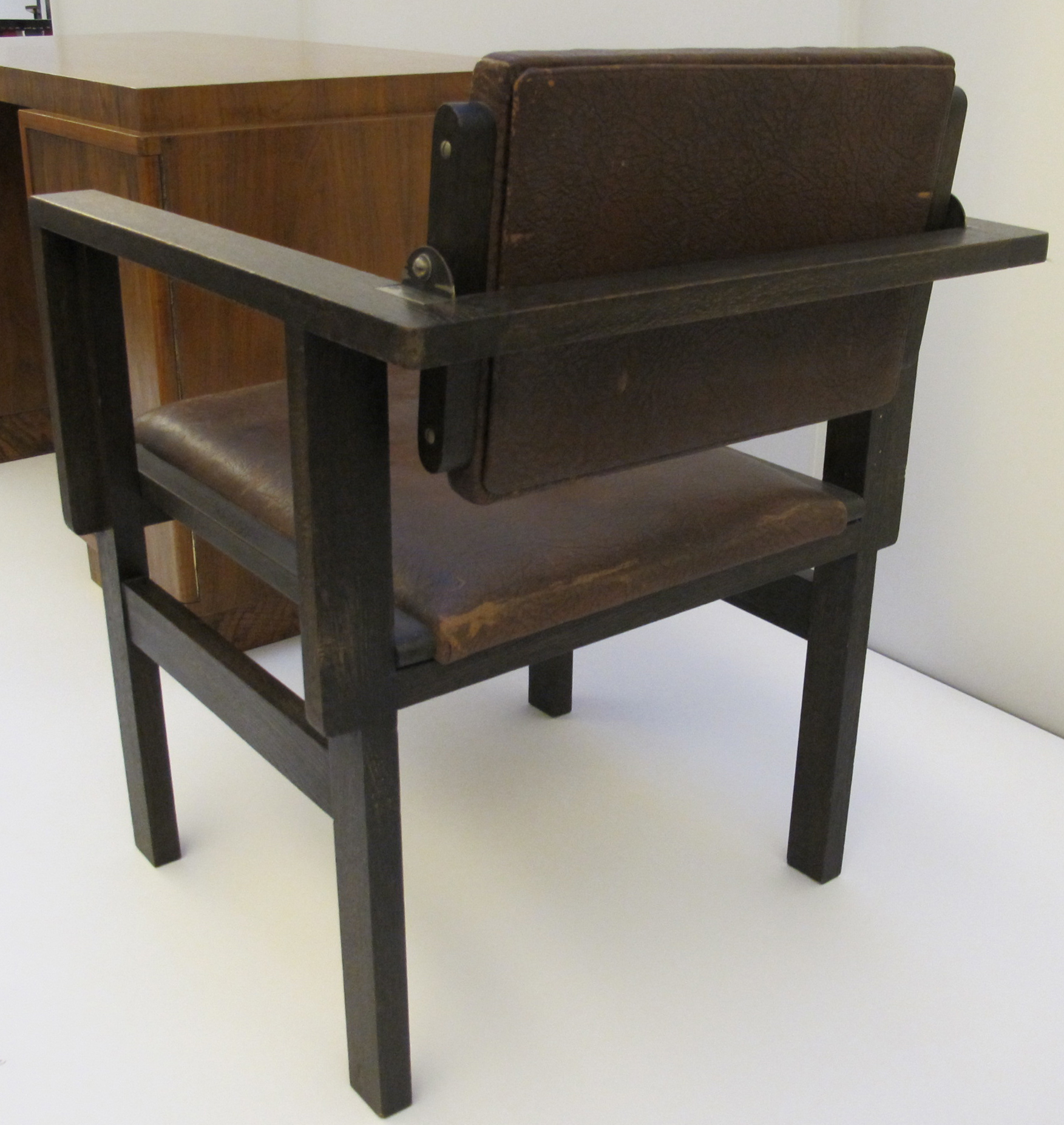 File:Peter keler, sedia con rivestimenti in pelle, 1925 ca ...