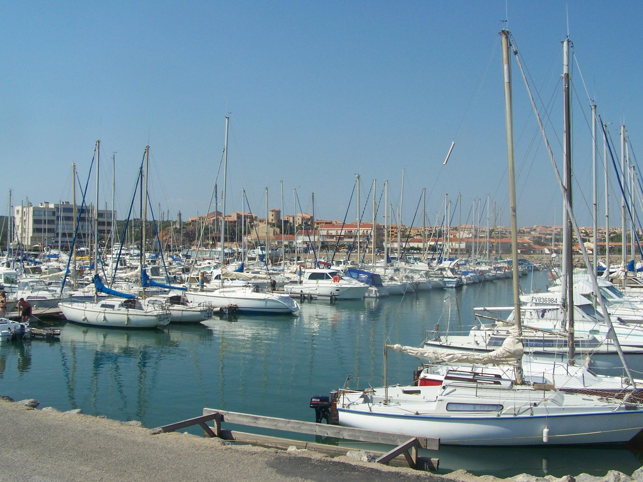 File port de plaisance de narbonne plage jpg wikimedia commons - Port de plaisance de boulogne sur mer ...