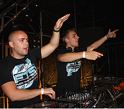 Showtek Perform1.PNG