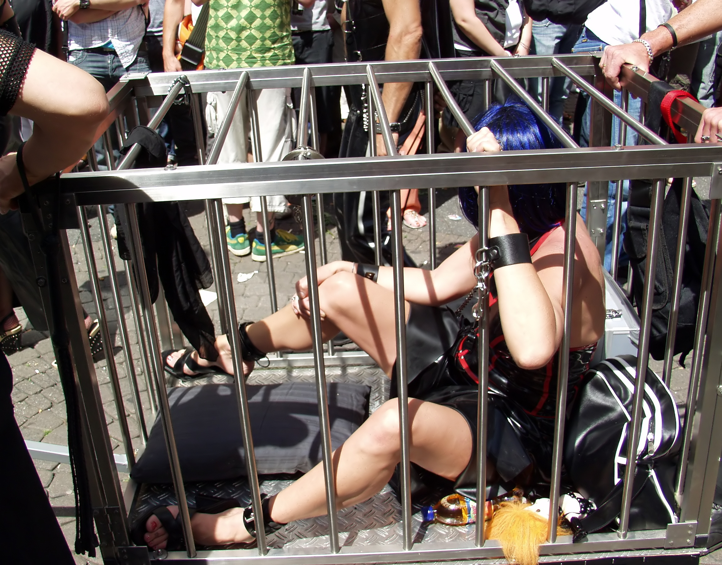 http://upload.wikimedia.org/wikipedia/commons/c/ce/Slave_in_cage_on_CSD_Cologne_2007_(7739).jpg