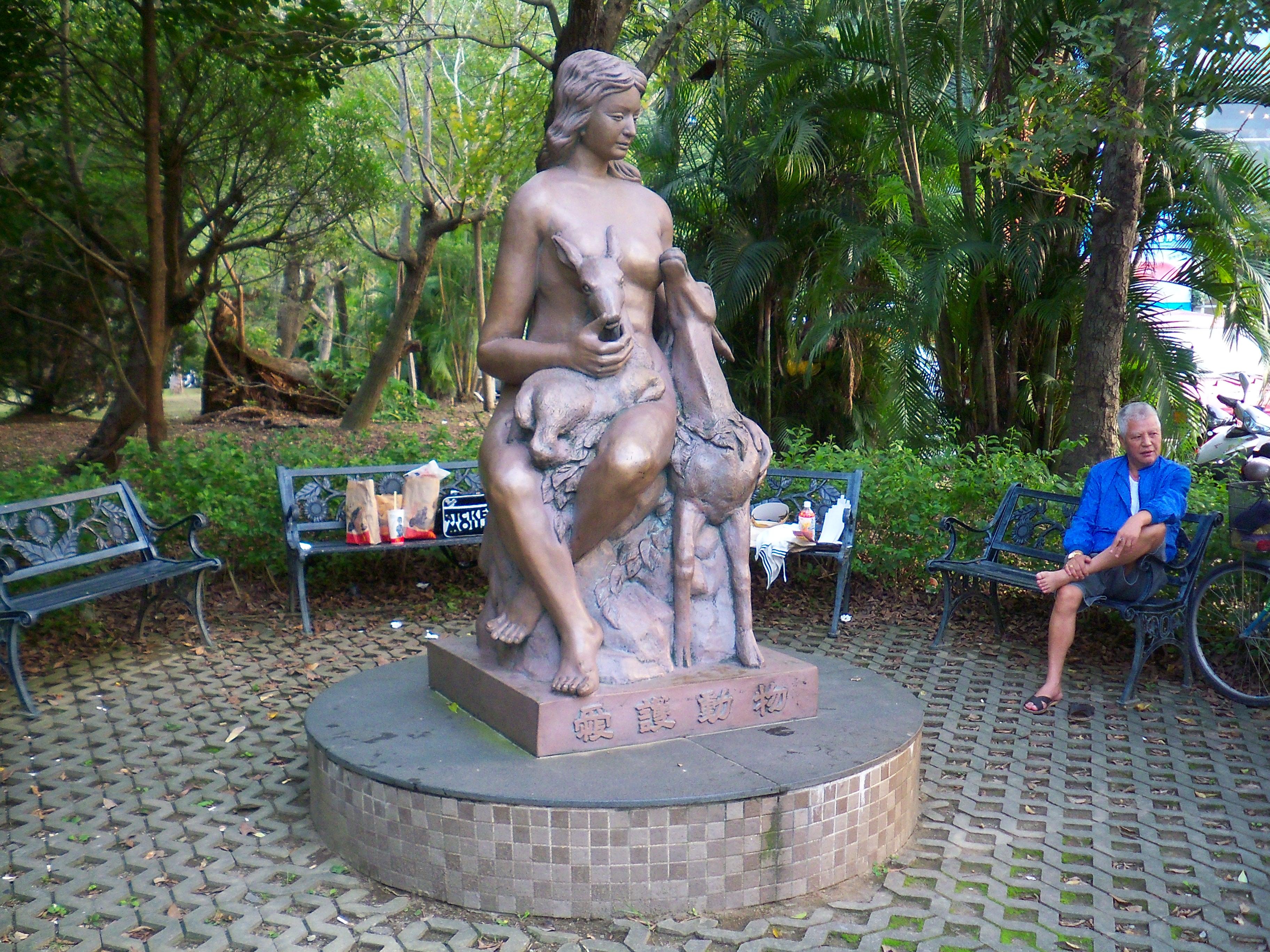 Description statue of love animals