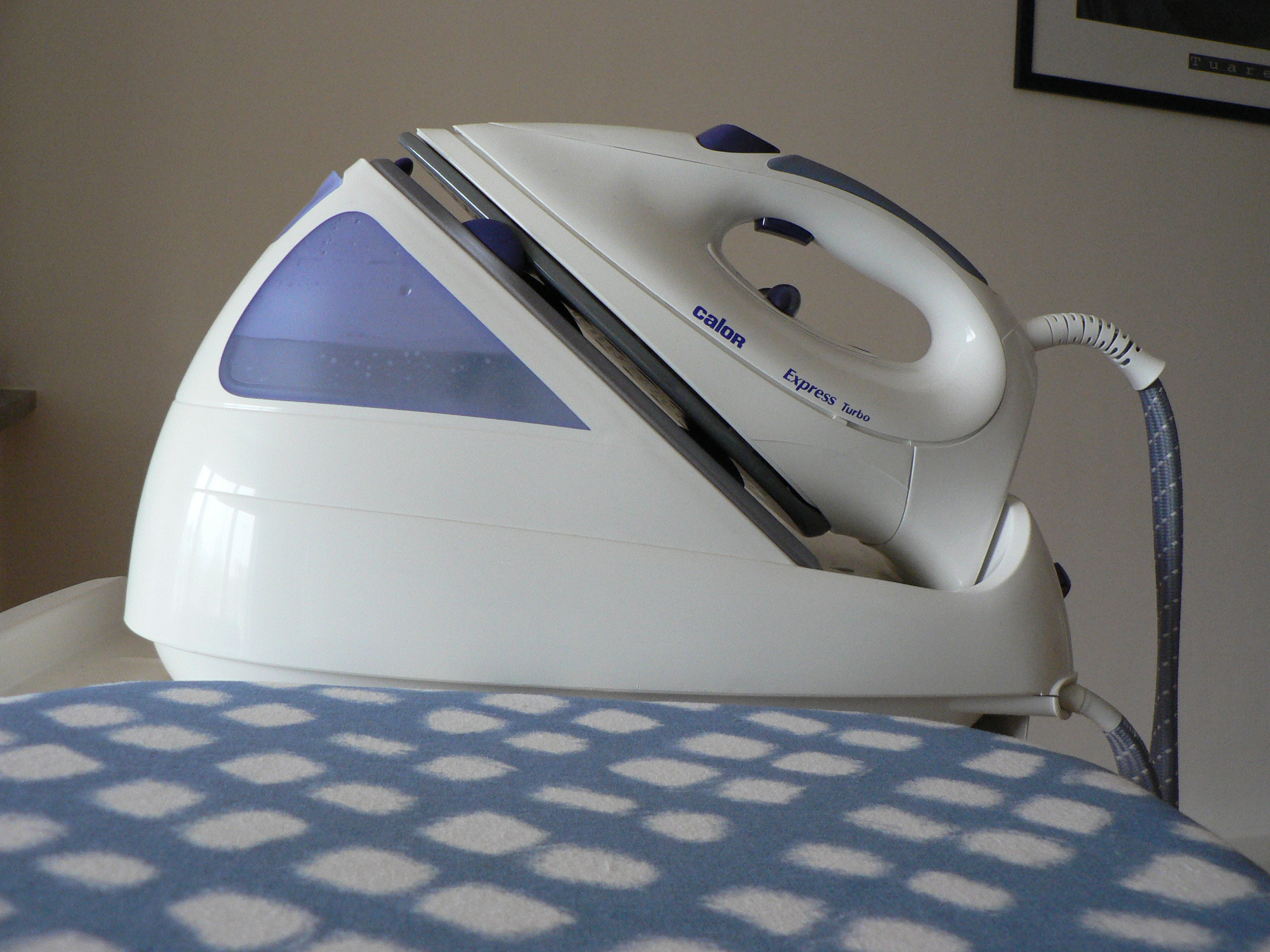 First Non Electric Steam Iron ~ File stoomstrijkijzer g