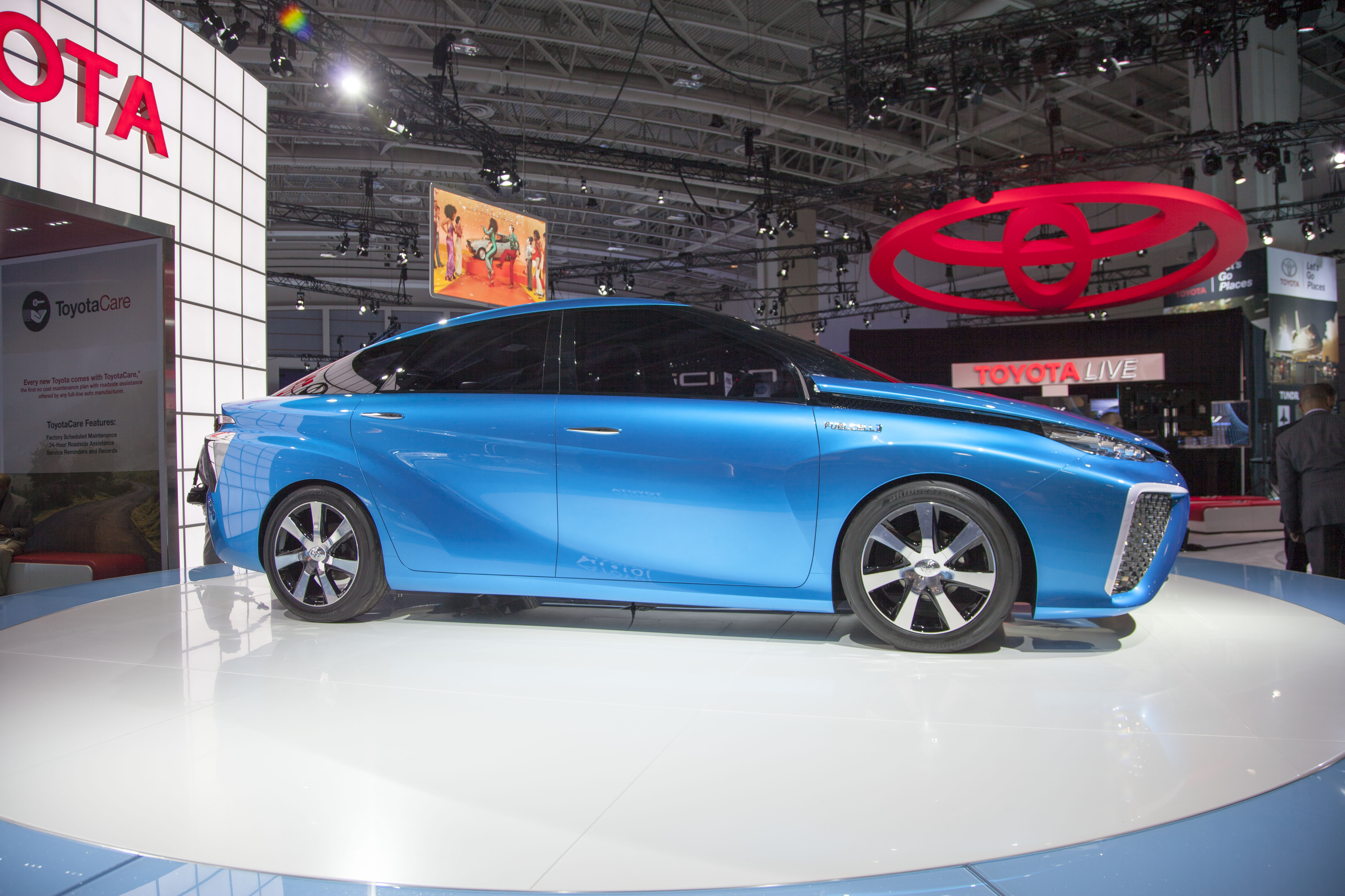 Toyotacare Roadside Assistance Number >> File Toyota S Fuel Cell Concept Vehicle Jpg Wikimedia Commons