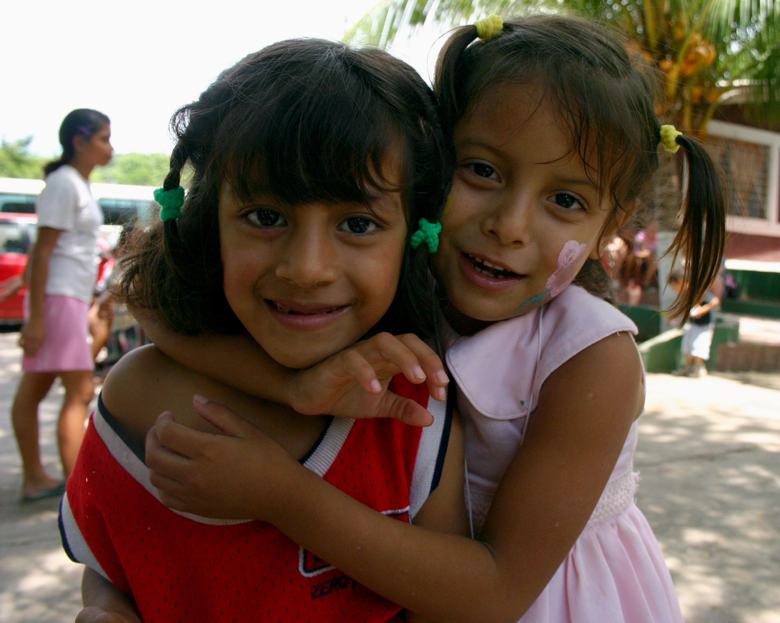 Description two girls, el salvador