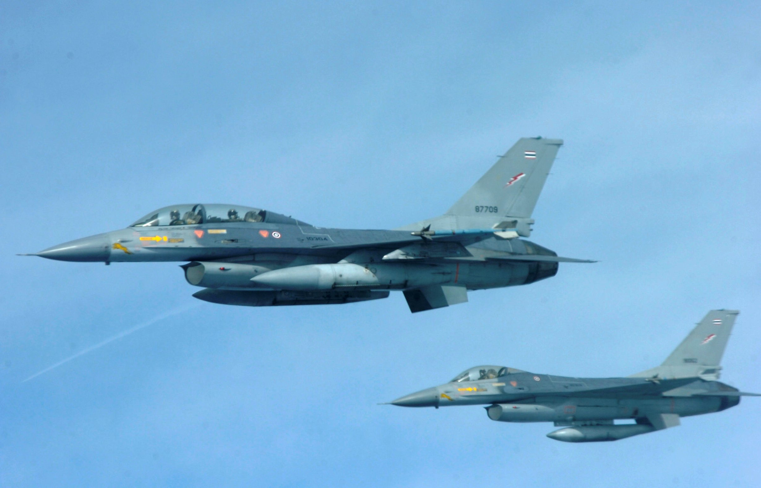 Usaf In Thailand http://nl.wikipedia.org/wiki/Bestand:Two_Royal_Thai_Air_Force_F-16_aircraft.JPG