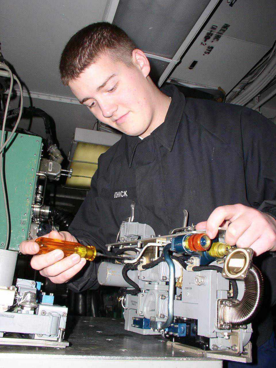 File Us Navy 030211 N 9403f 001 Aviation Electronics