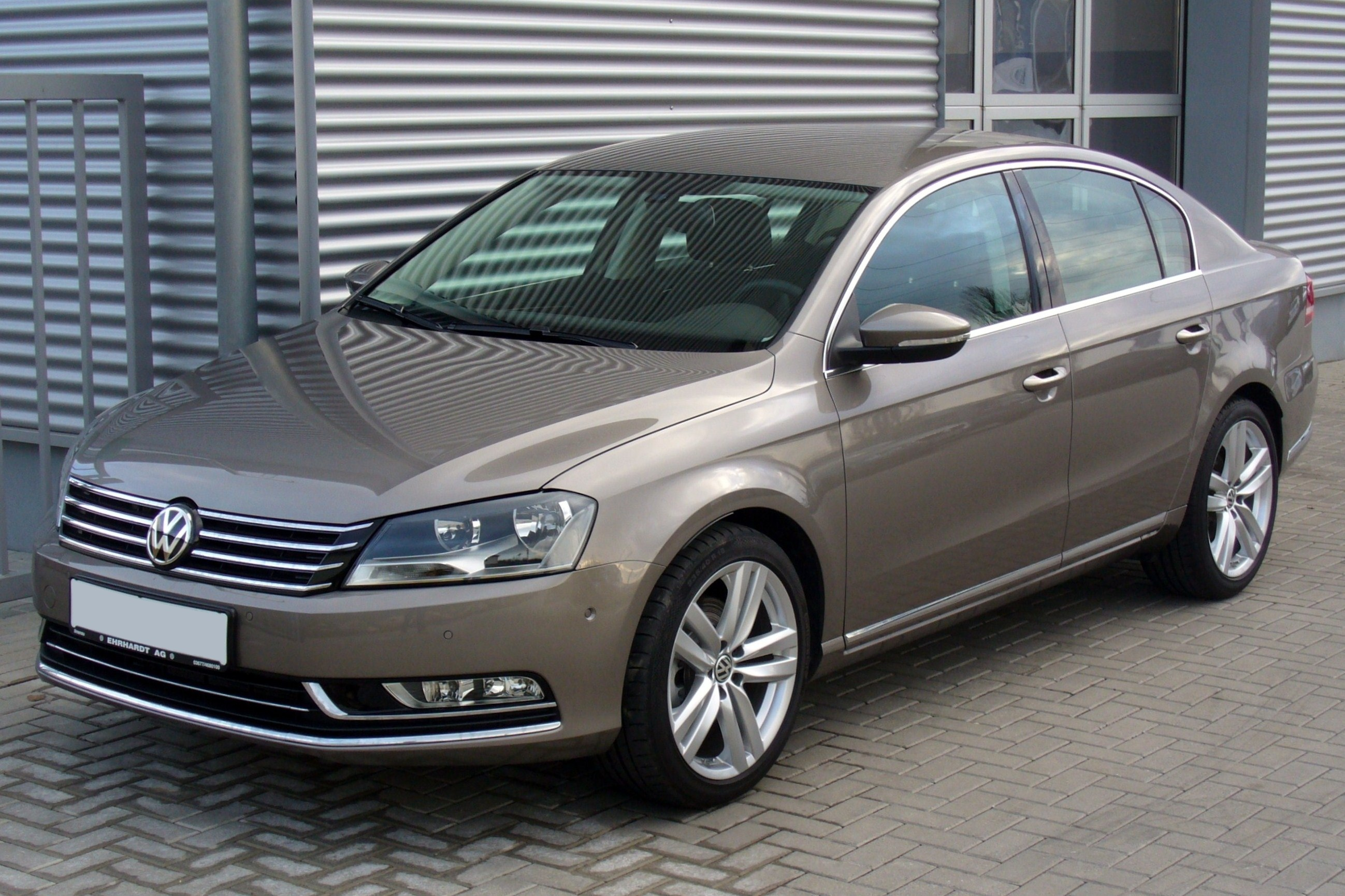 file vw passat b7 2 0 tdi dsg highline kaschmirbraun jpg wikimedia commons. Black Bedroom Furniture Sets. Home Design Ideas