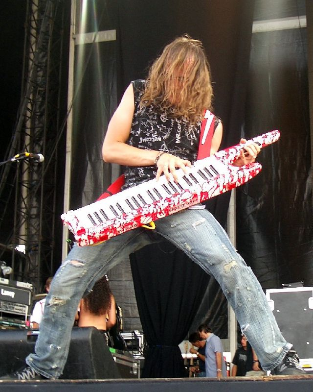 Vos chanteurs/chanteuses ou groupe favoris Vadim_Pruzhanov_Ozzfest_2006
