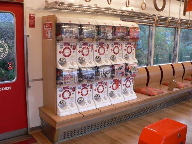 File:Wakayama Electric Railway Omocha EC capsule toy vending machine.jpg