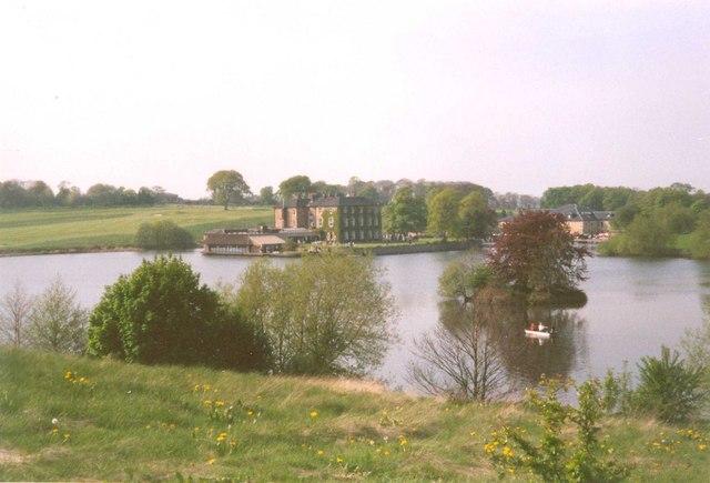 Walton Hall and lake, Walton - geograph.org.uk - 317932