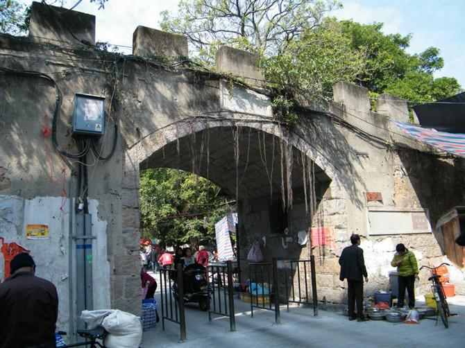 达濠城东门