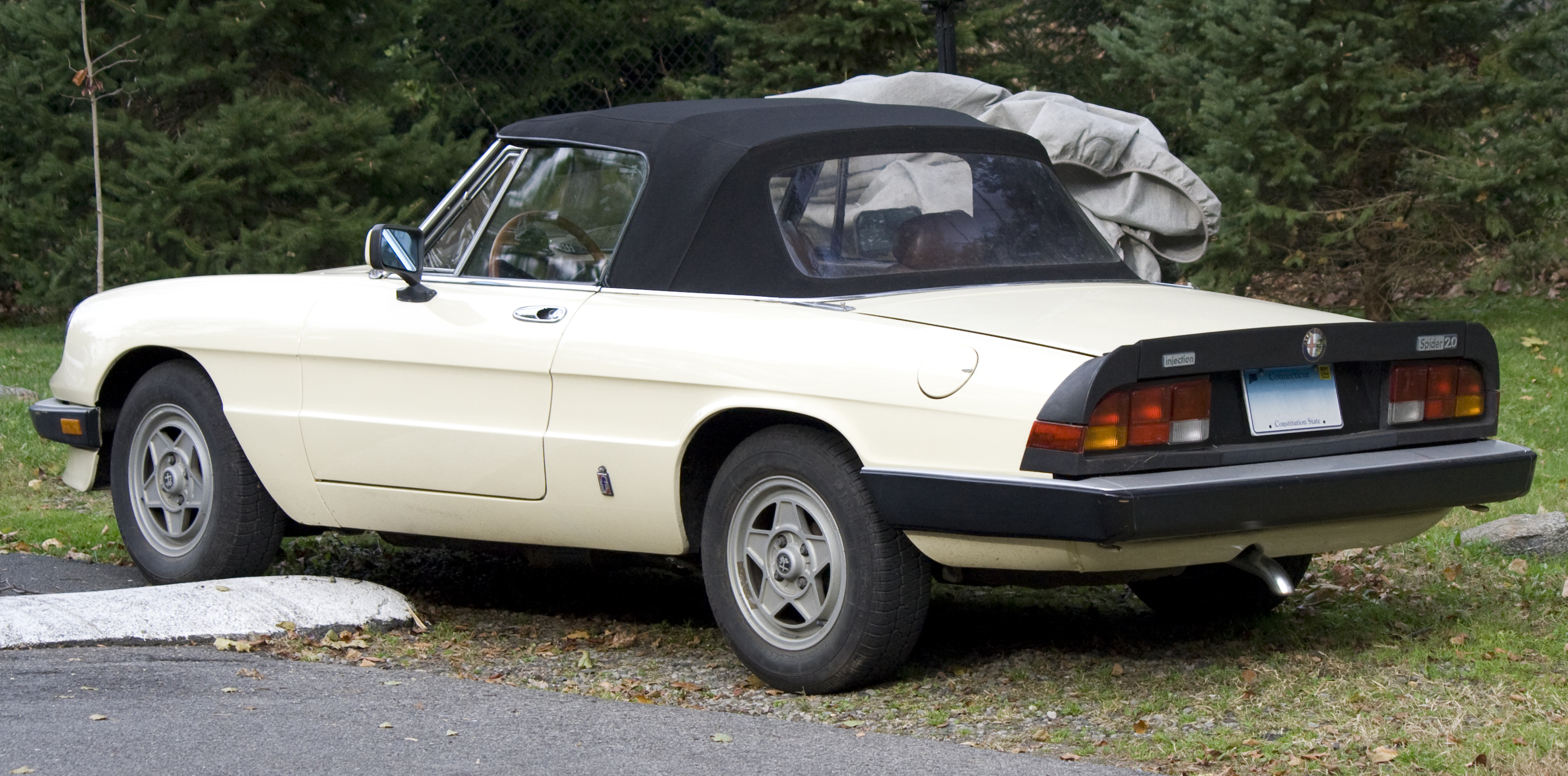 File:1984 Beige Alfa Spider rear.jpg - Wikimedia Commons