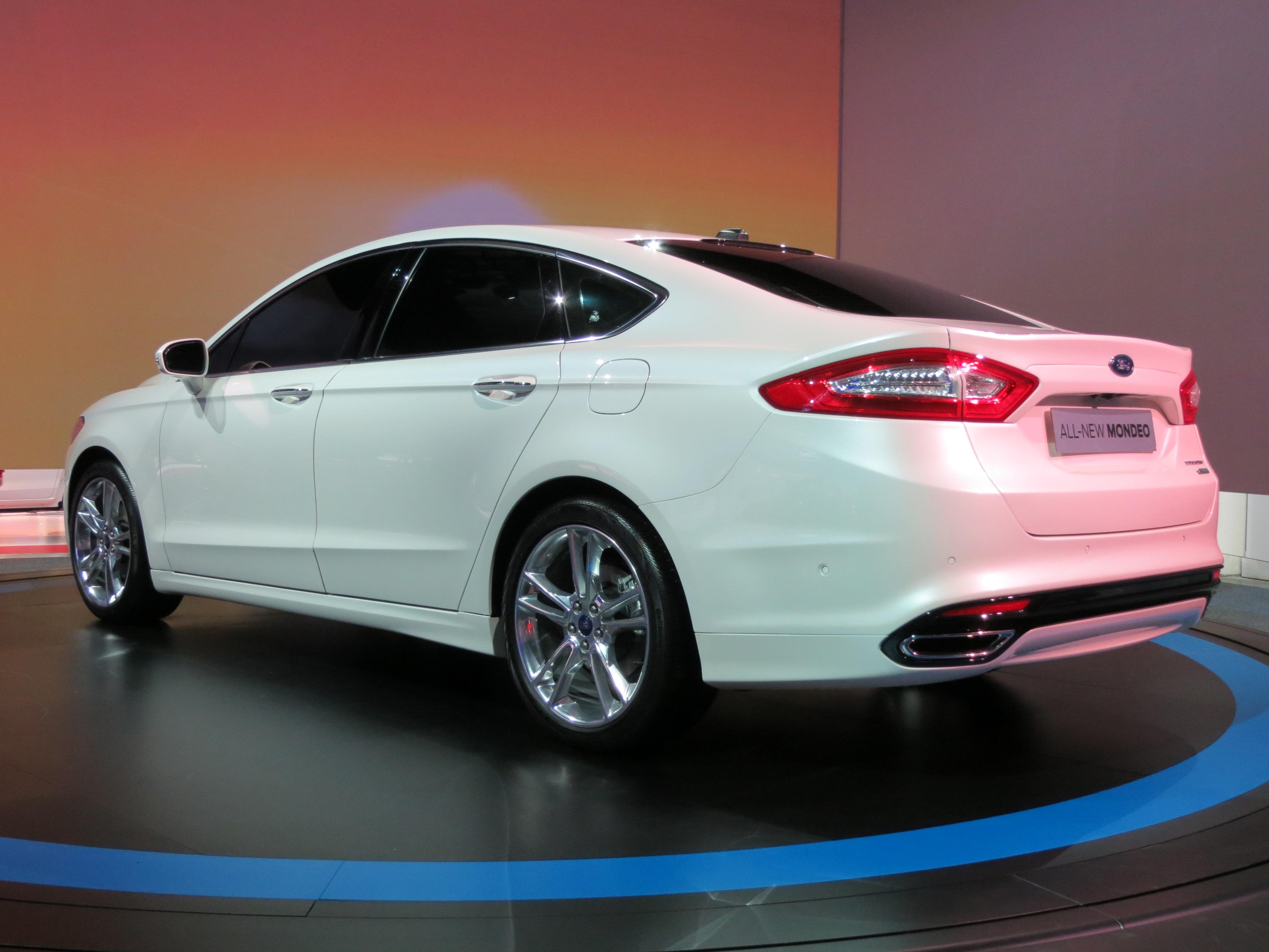 Ford Mondeo 2015 White >> File:2012 Ford Mondeo Titanium sedan (2012-10-26) 06.jpg