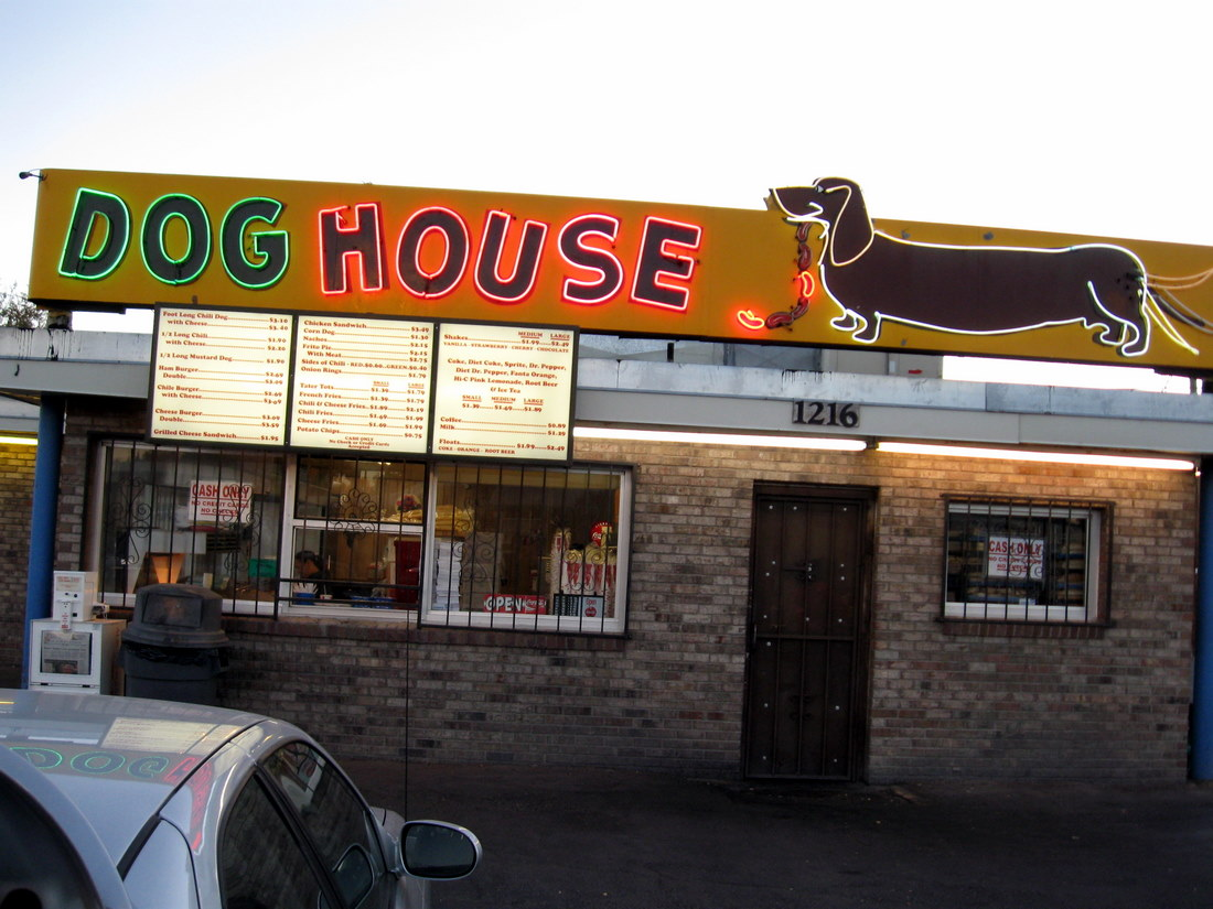 filealbuquerque doghouse restaurantjpg wikimedia commons With the dog house albuquerque
