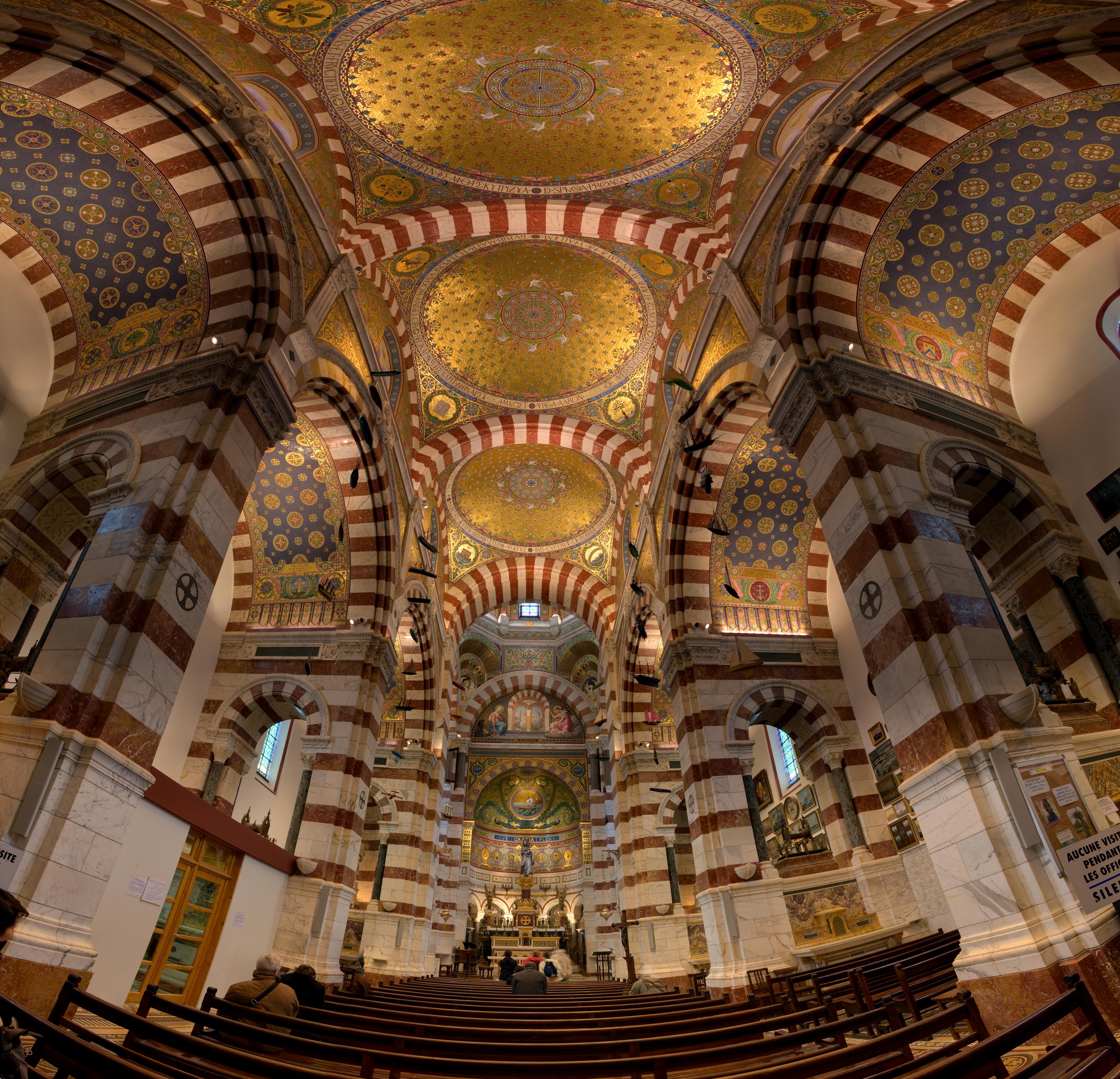 Basilique Notre-Dame-de-la-Garde - vue intérieure.jpg