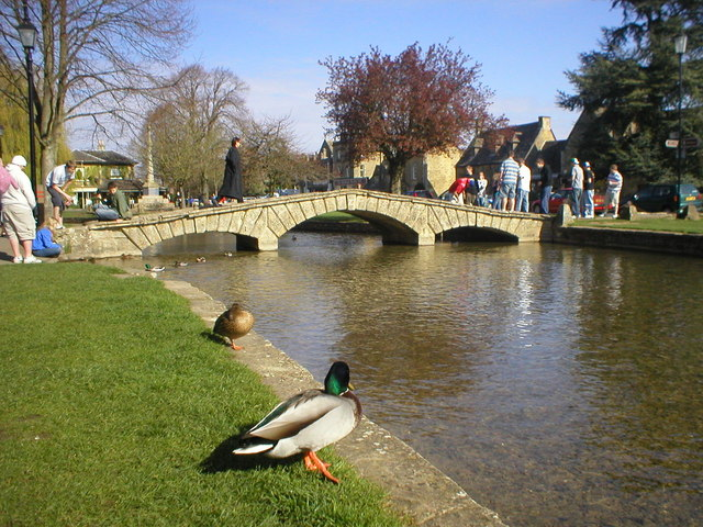 Bourton-on-the-Water - geograph.org.uk - 138688