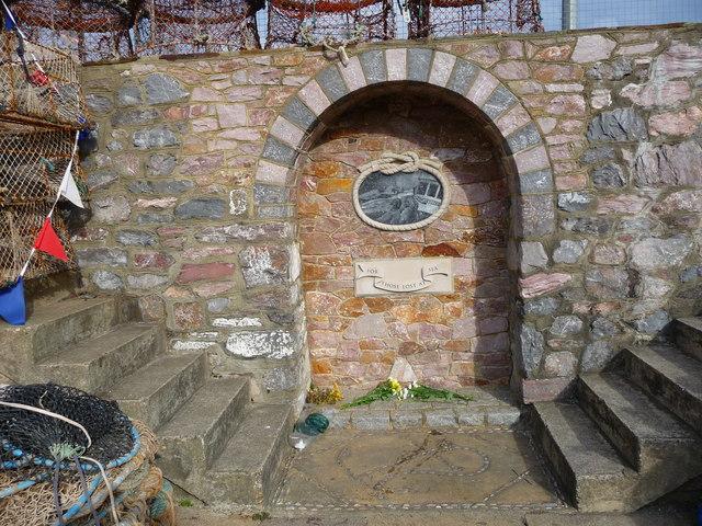 File:Brixham - Memorial - geograph.org.uk - 1623646.jpg