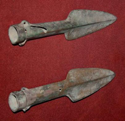 Bronze spearheads, Shang Dynasty.JPG