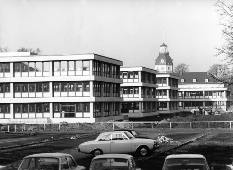 File:Bundesarchiv B 145 Bild-F023862-0009, Karlsruhe, Technische Hochschule.jpg