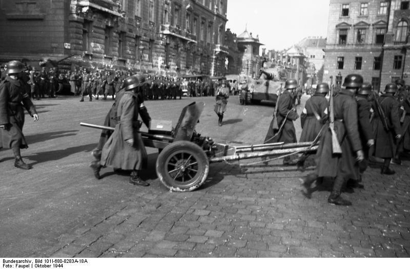Fájl:Bundesarchiv Bild 101I-680-8283A-18A, Budapest, Pfeilkreuzler.jpg