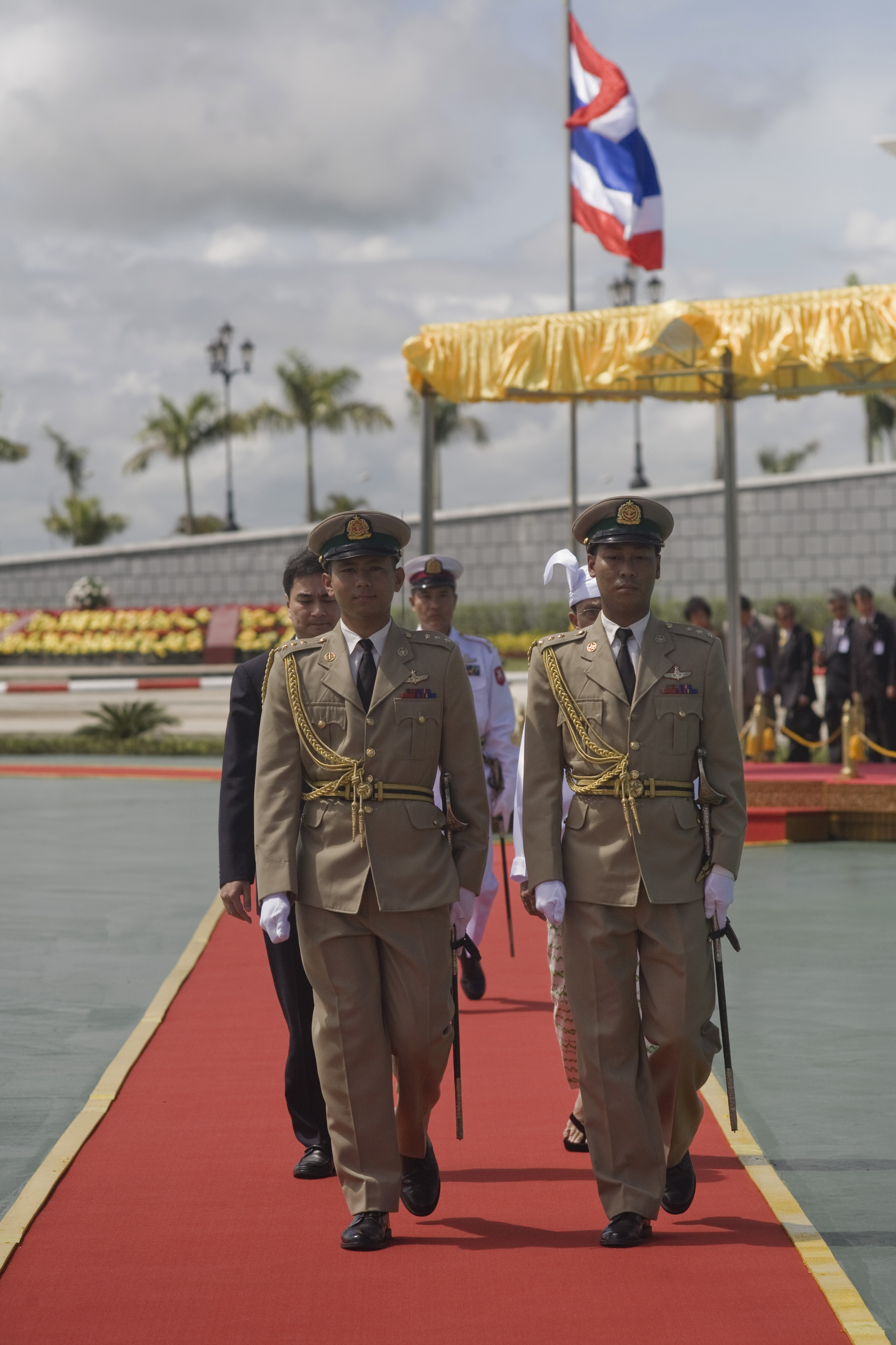 File:Burmese Defence Services personnel, Naypyidaw jpg - Wikimedia