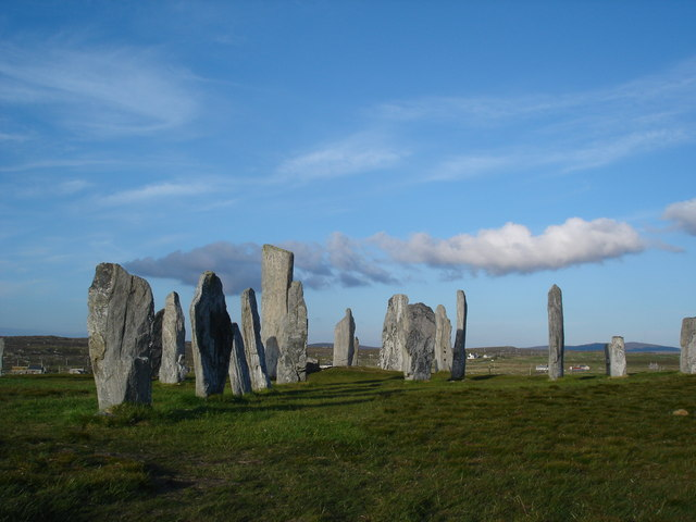 File:Calanais Stone Circle - geograph.org.uk - 1202202.jpg