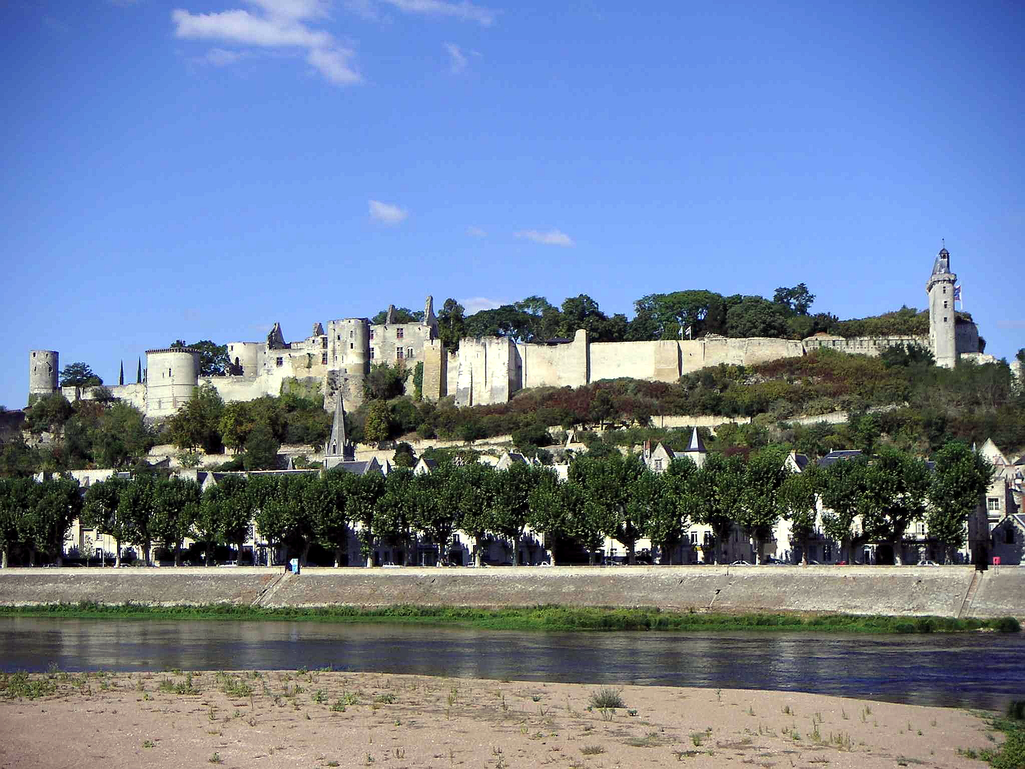 Chinon France  city photo : Château de Chinon vue de la Vienne Wikimedia Commons