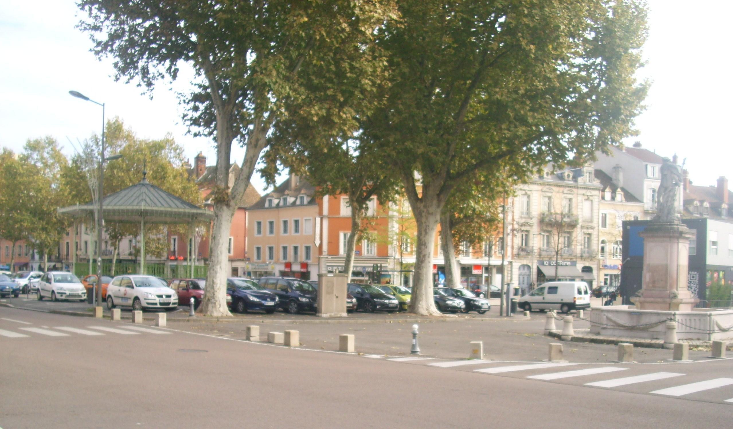 Photos de antiquit s saint vincent chalon sur saone 71100 for Horaire piscine chalon sur saone