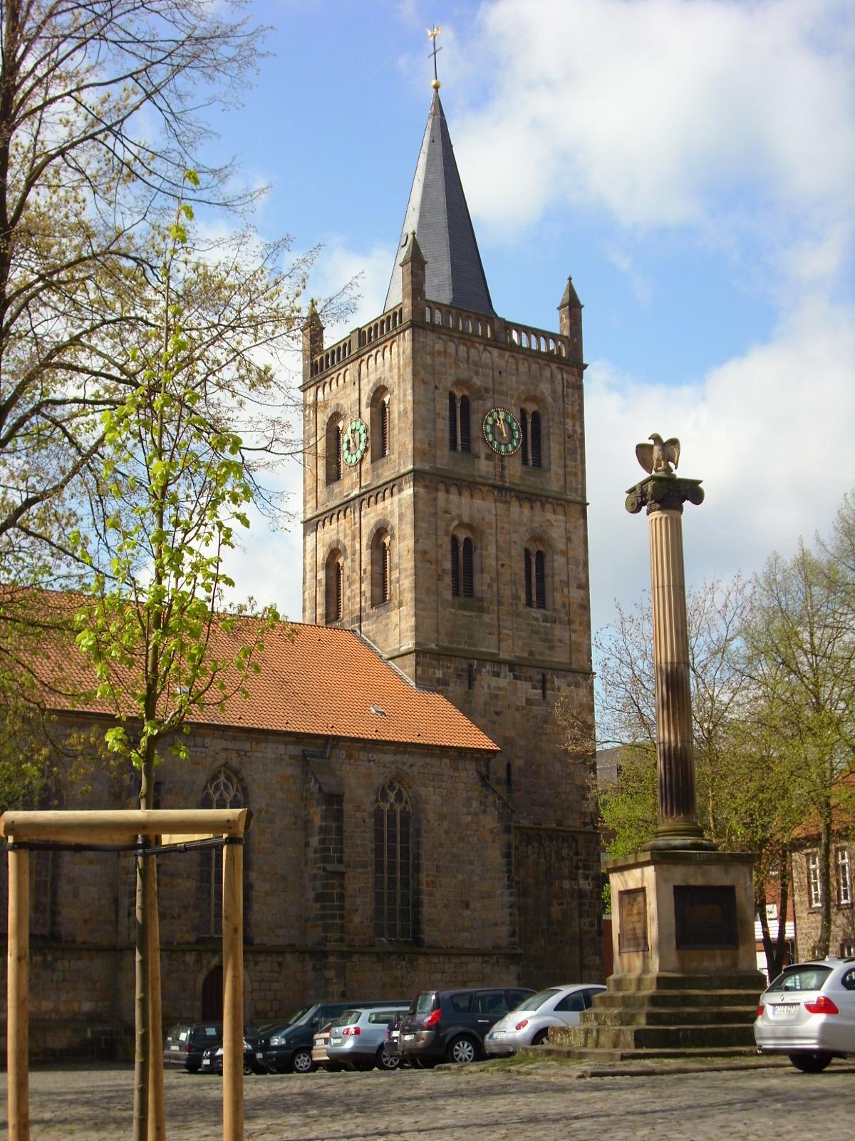 file:christuskirche ibbenbüren kirchhof - wikimedia commons