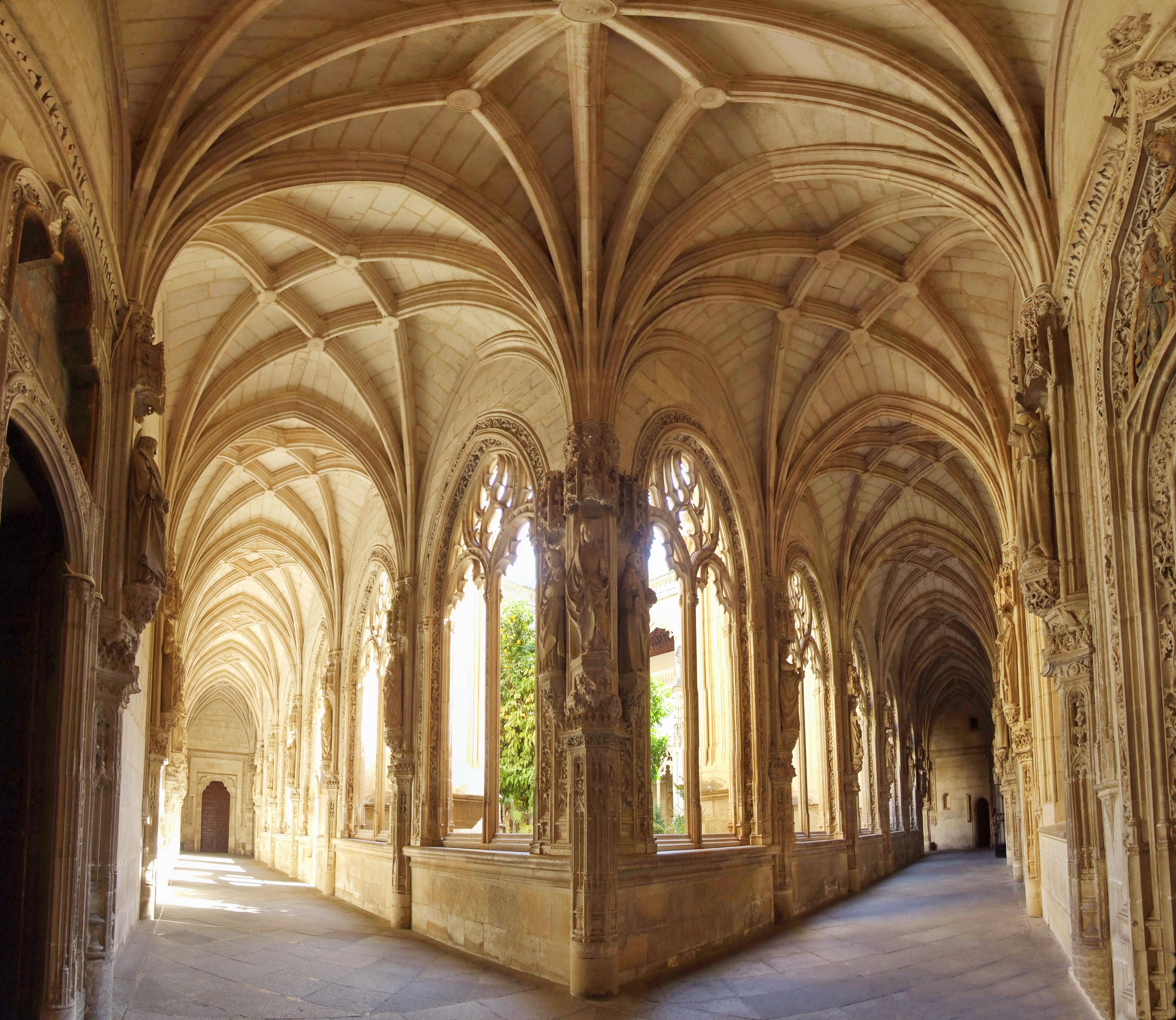 File:Claustro del monasterio de San Juan de los Reyes ...
