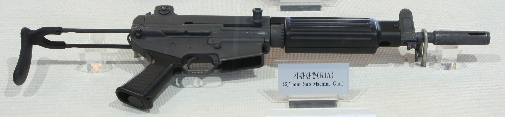 File:Daewoo K1A SMG at the War Memorial of Korea 0.jpg - Wikimedia ...