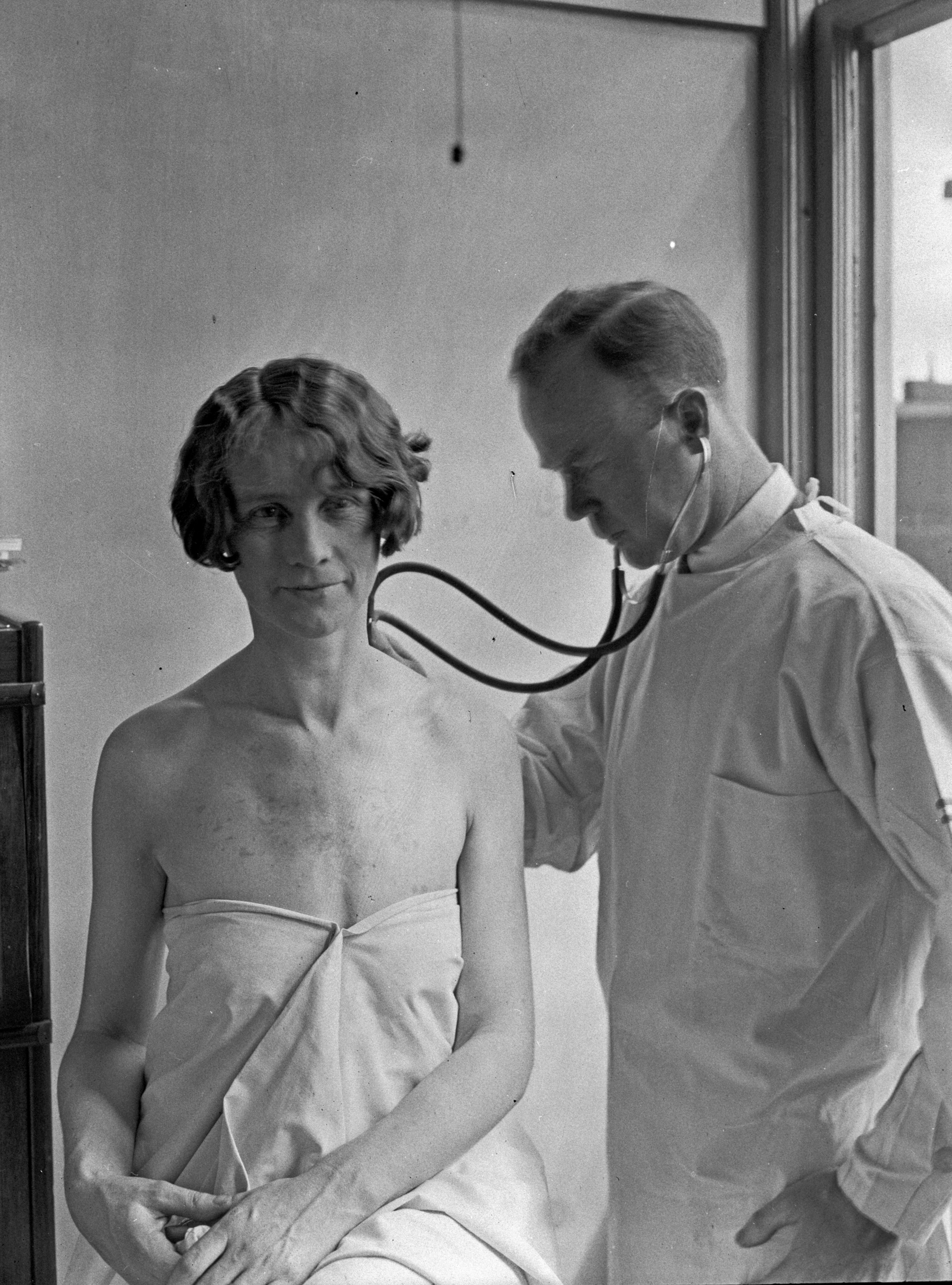 1920s Mansion File Doctor And Patient In City Hospital Tuberculosis