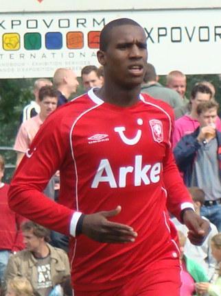 Douglas, zagueiro do Twente