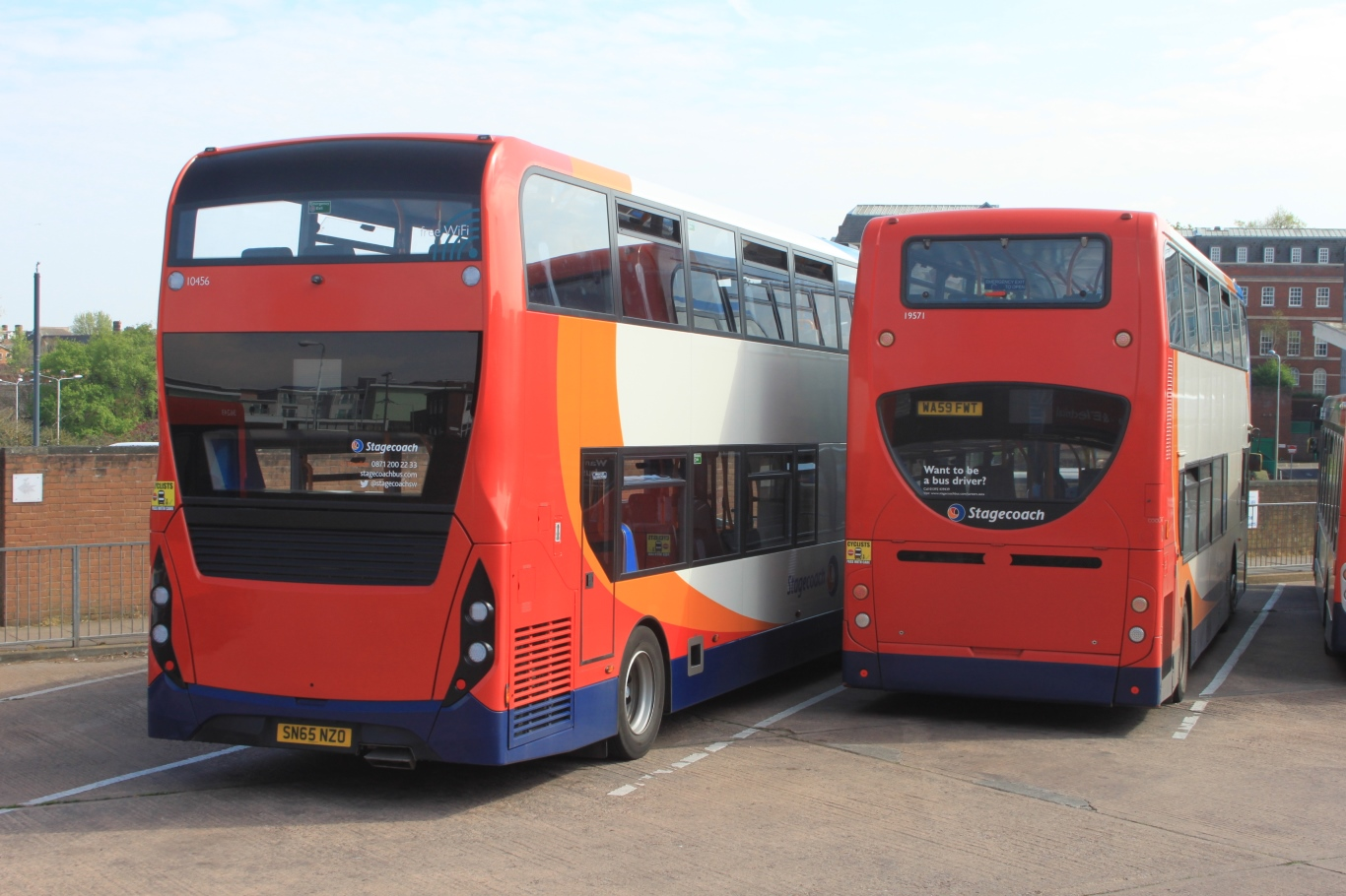 File:Exeter Bus Station - Stagecoach 10456 (SN65NZO) and 19571 (WA59FWT)