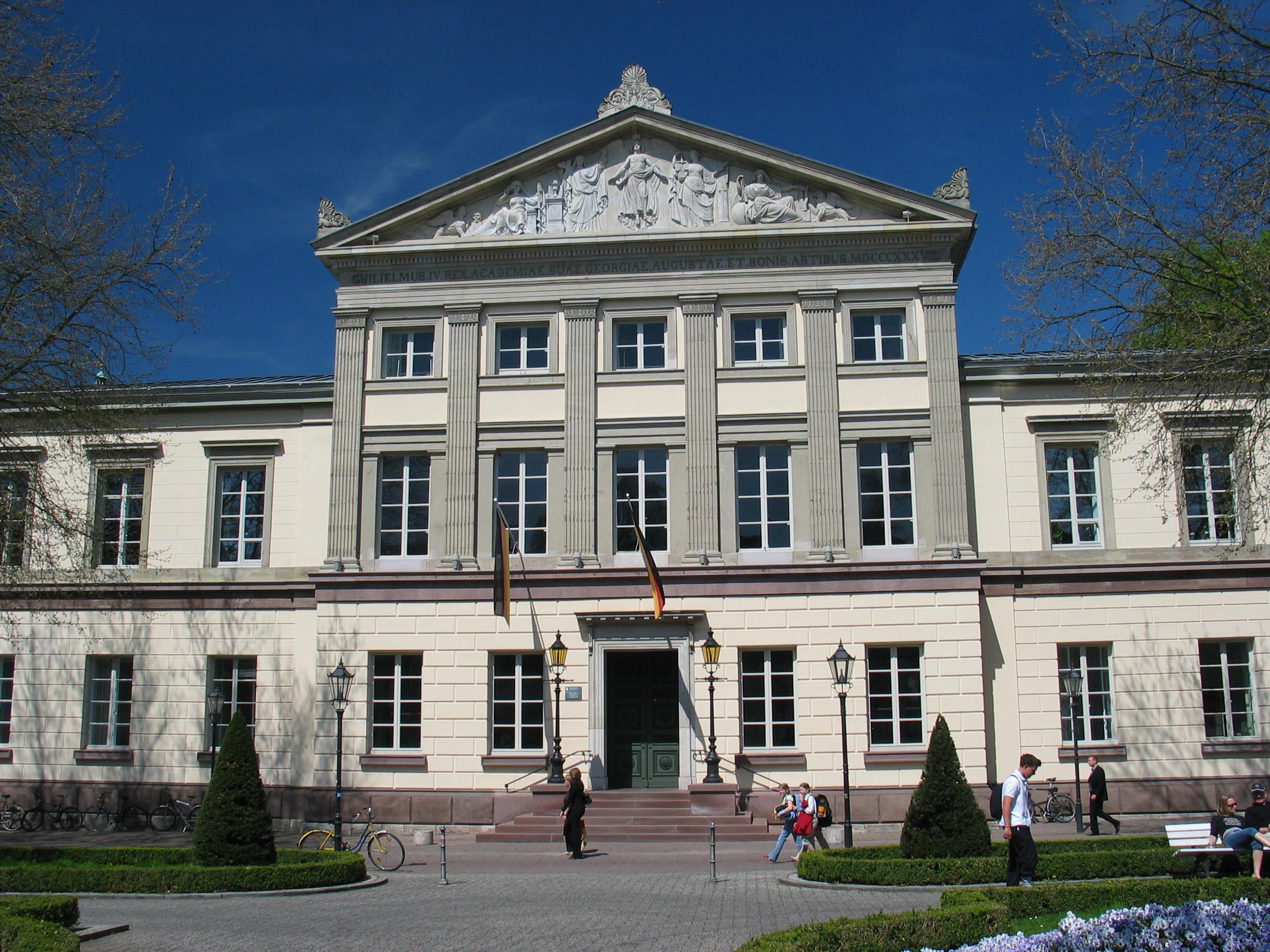 Göttingen Aula May06.jpg