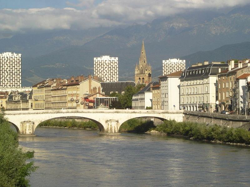 Meet a man in Grenoble