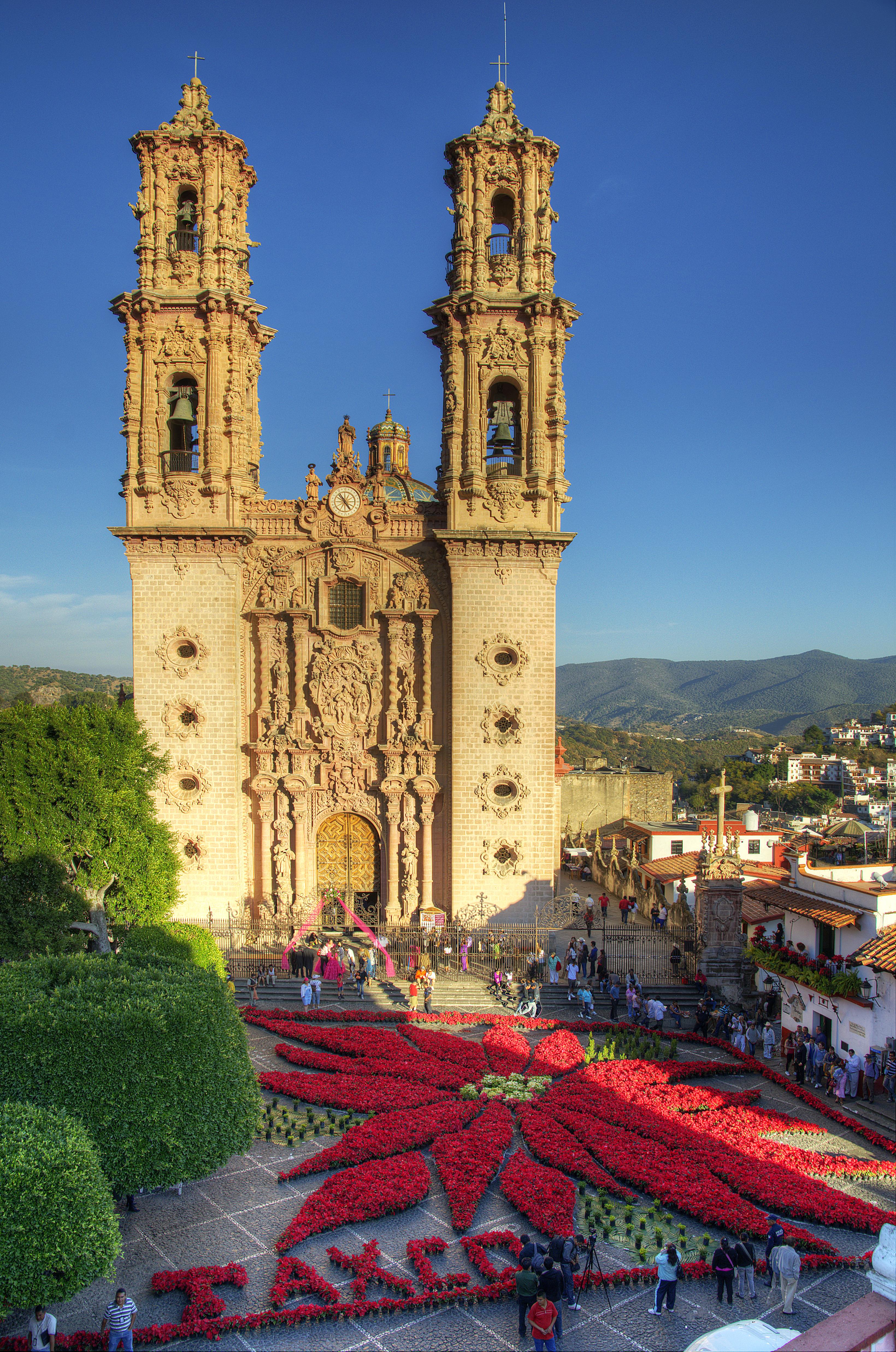 Templo de Santa Prisca, en el pueblo minero de Taxco, es de los templos fantásticos de México.