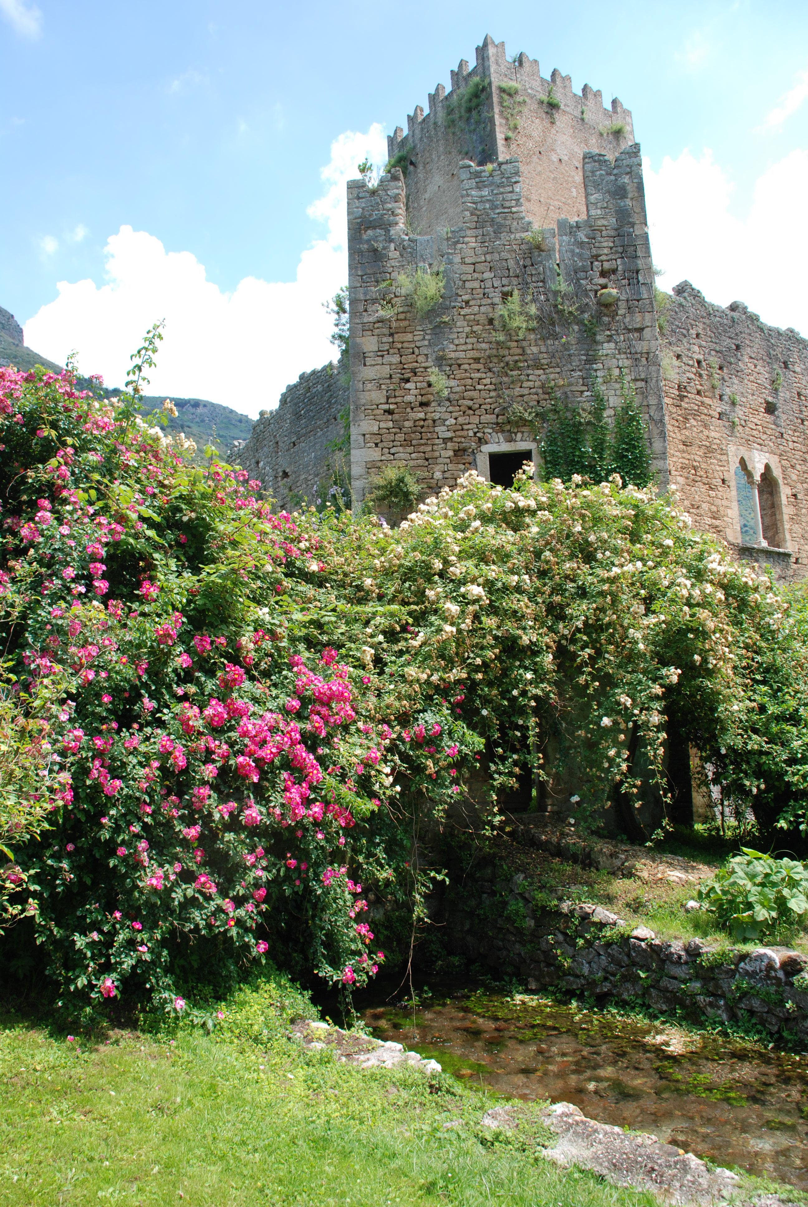 File Il Castello Nel Giardino Di Ninfa Jpg