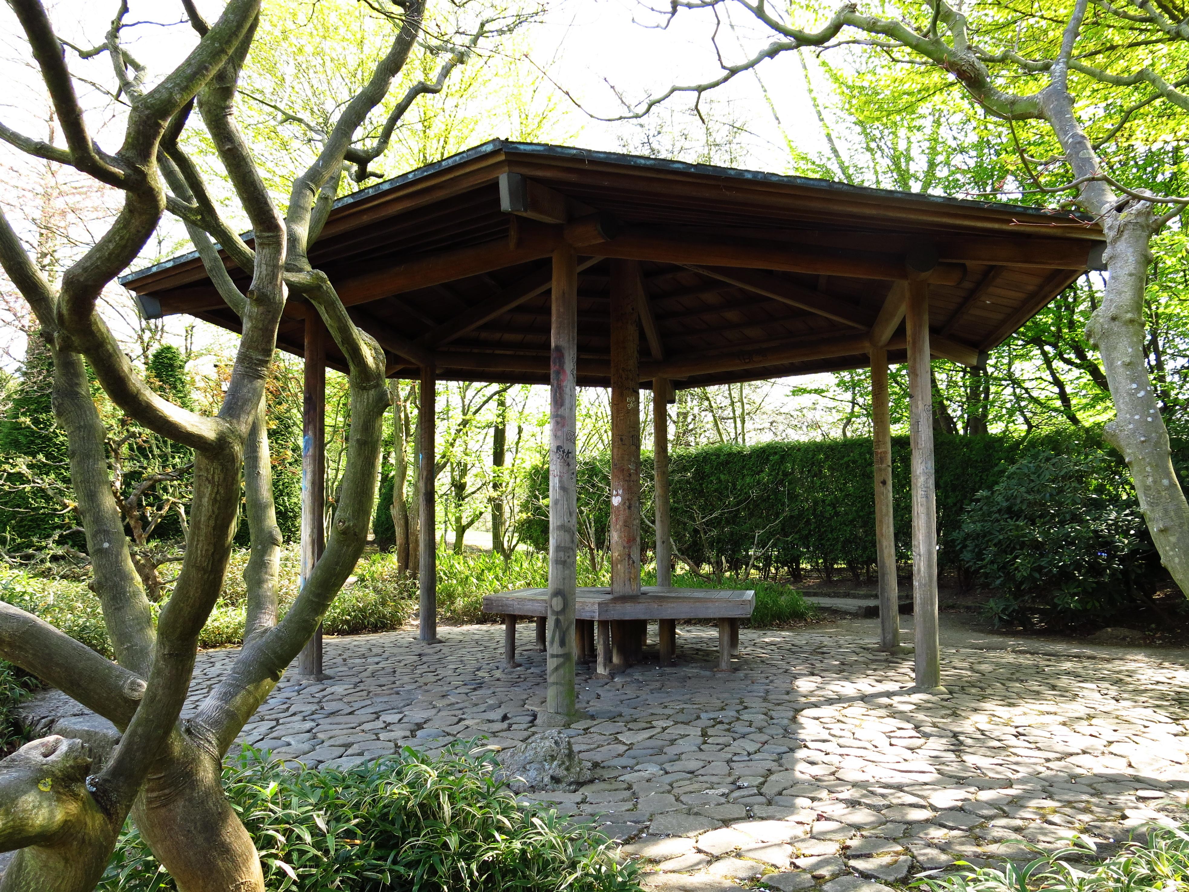 File:Japanischer Garten Teehaus 01