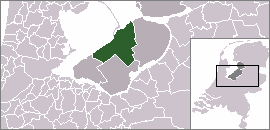 The municipality is highlighted in green, the city is located at the middle of the northwestern border.