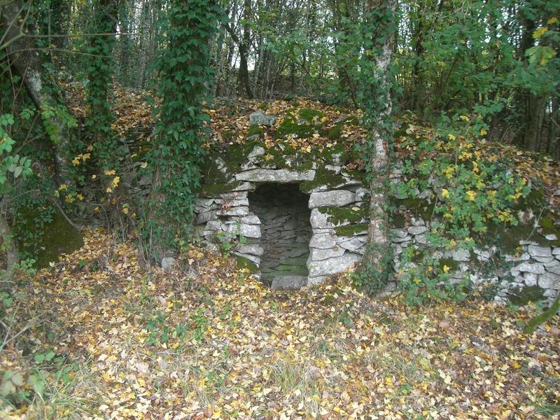 File:Lojhe cabane de bergers en Charente.jpg