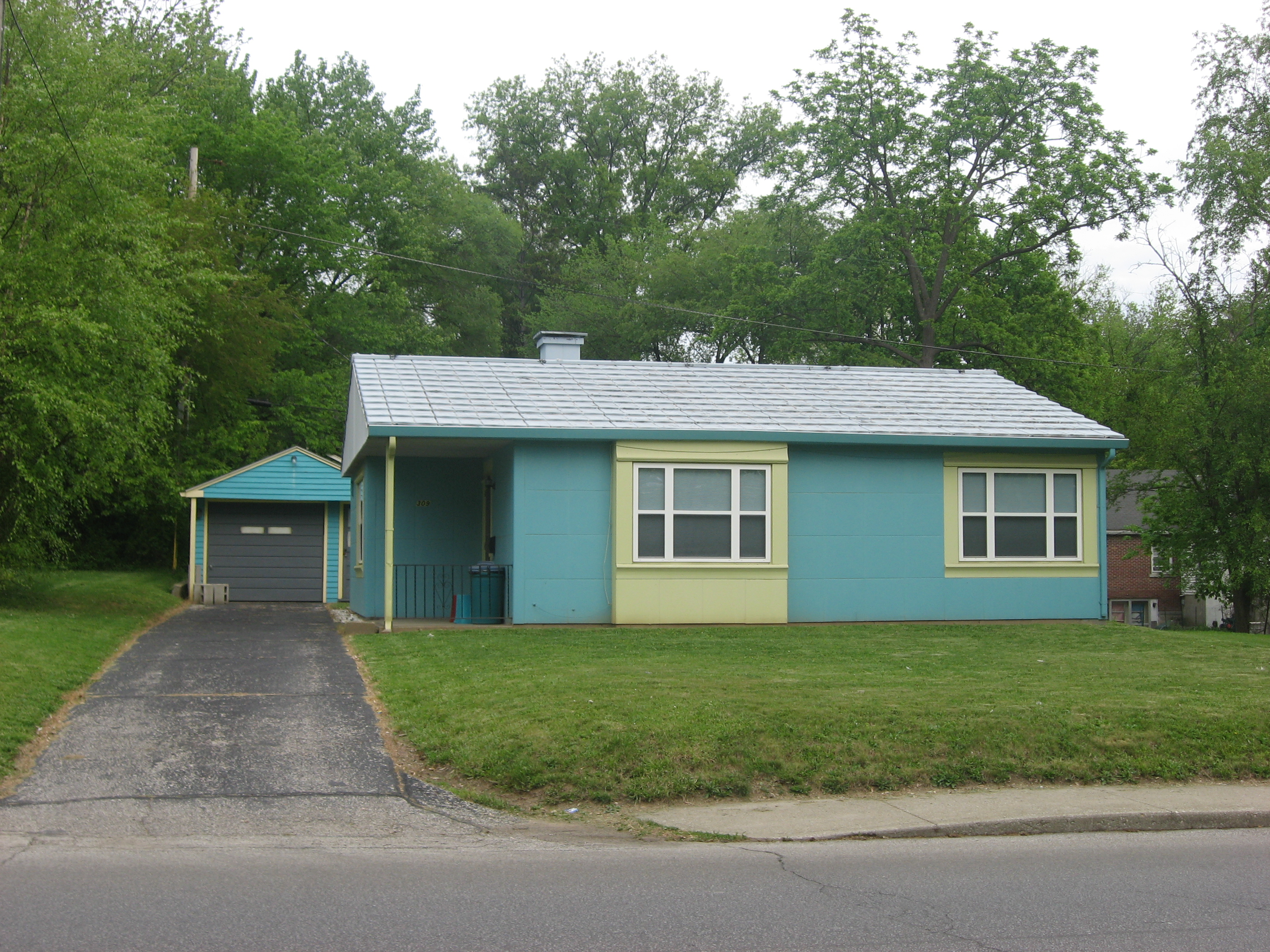 Description Lustron house on Mitchell in Bloomington.jpg