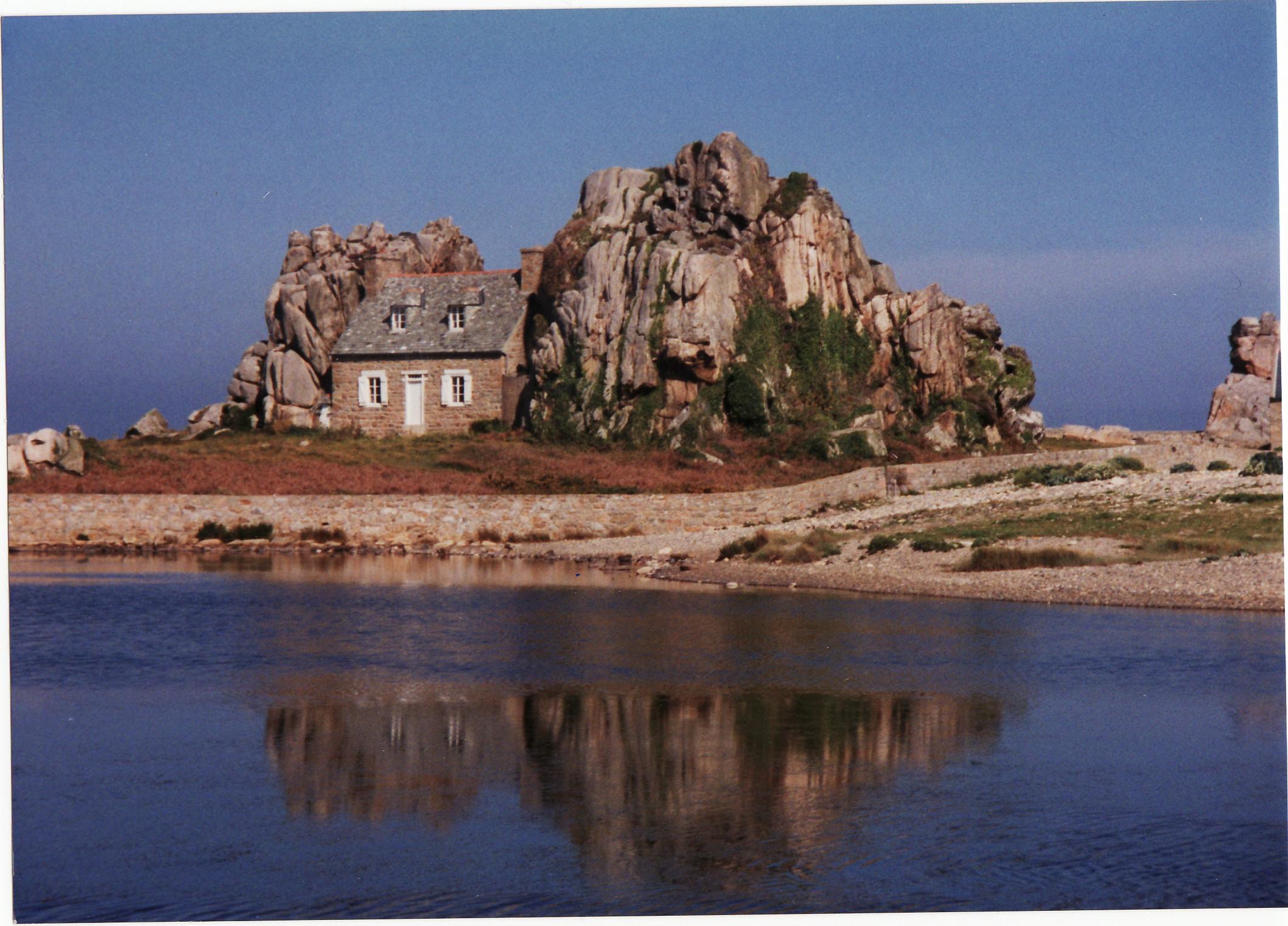 File maison du gouffre plougrescant in 1997 17303021821 for Aavi maison du gps