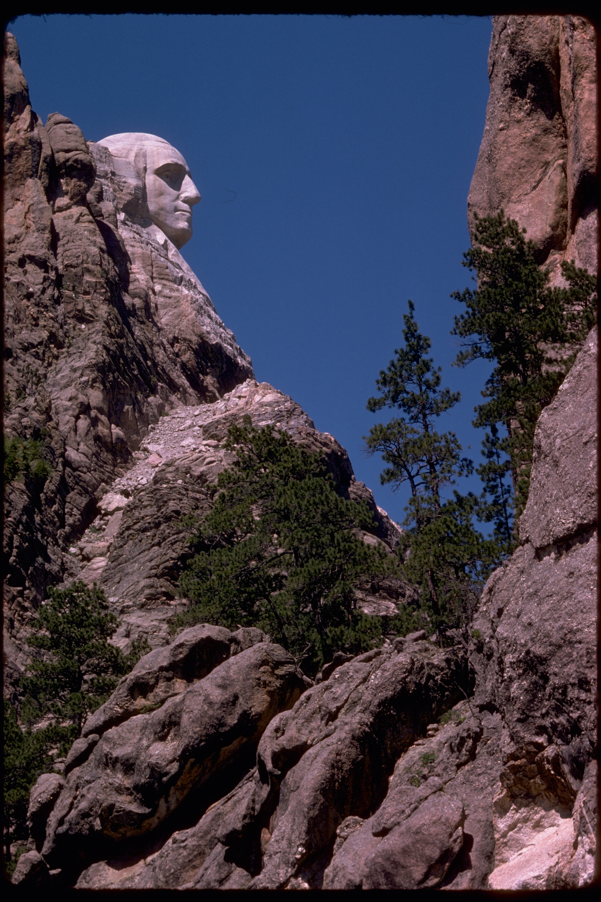 http://upload.wikimedia.org/wikipedia/commons/c/cf/Mount_Rushmore_National_Memorial_MORU2010.jpg