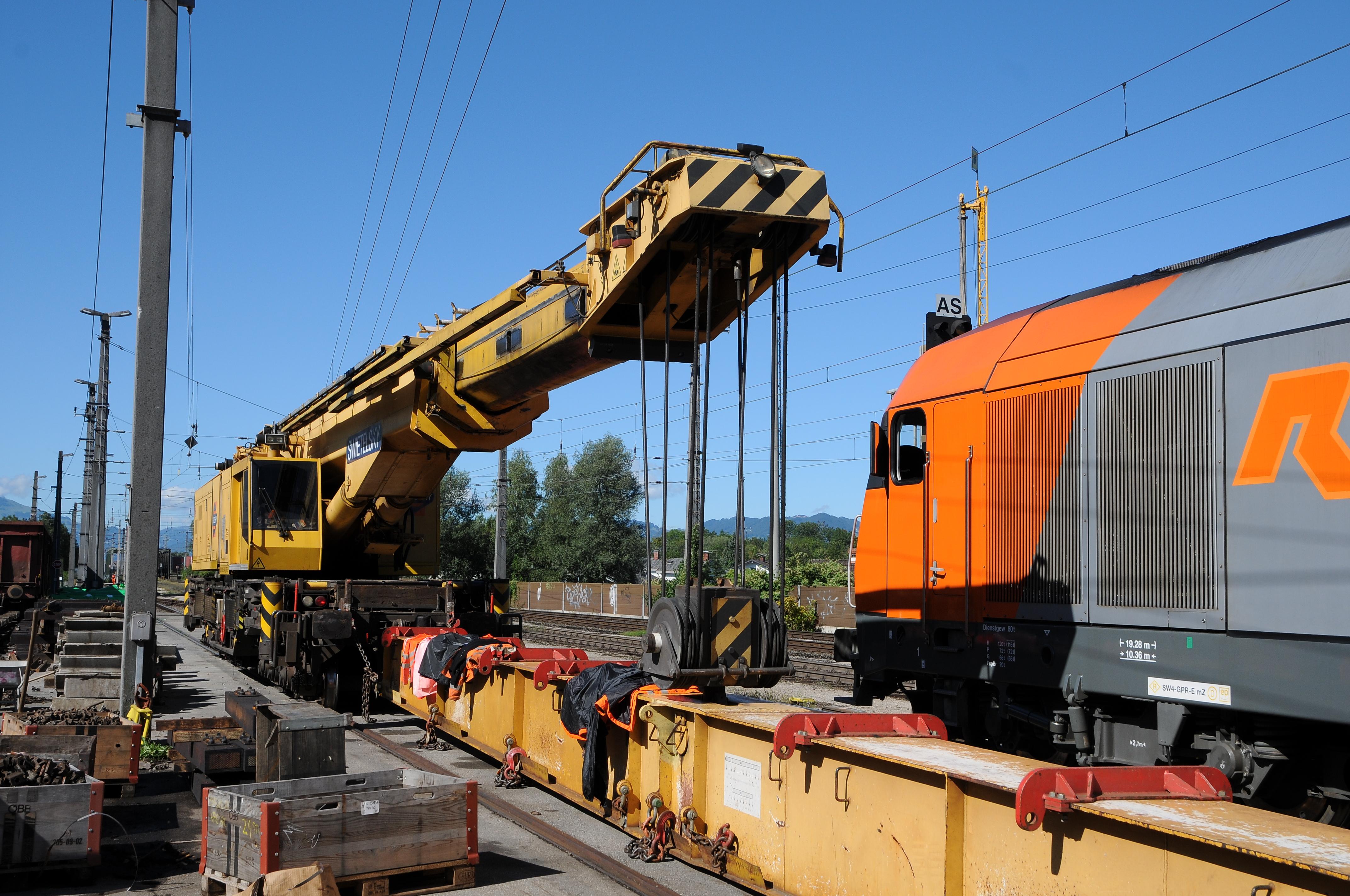 reg the scrapyard crane - photo #8
