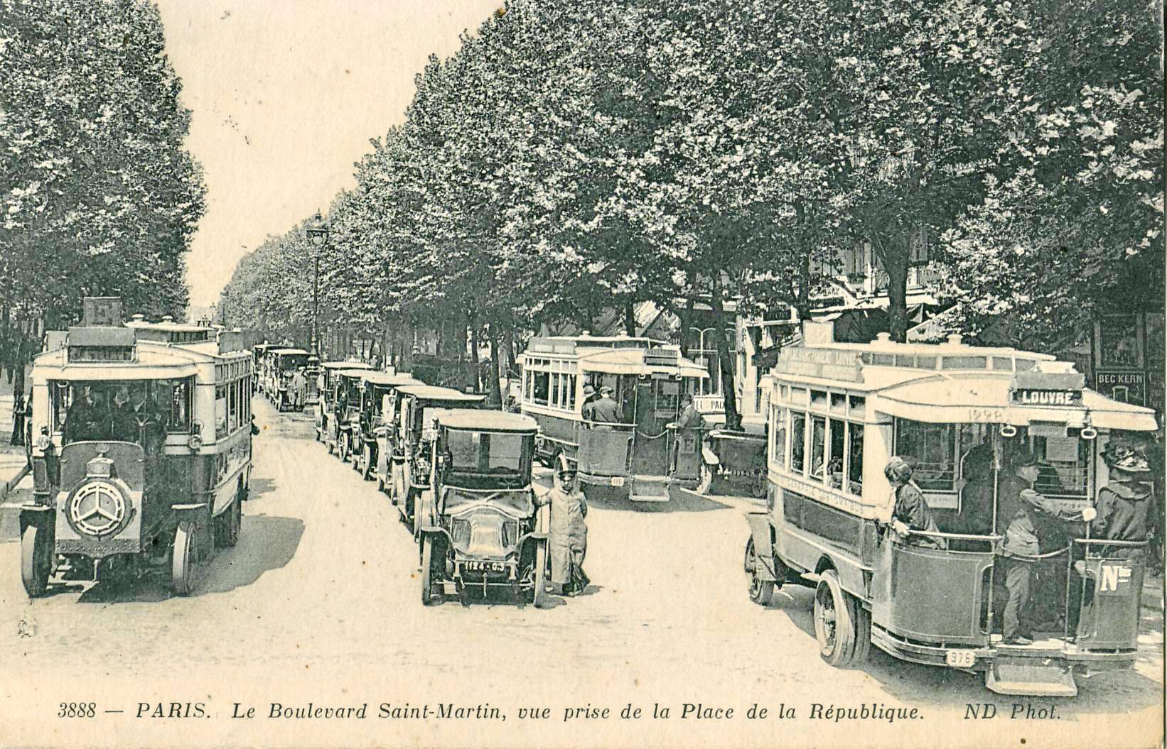 ND_3888_-_PARIS_-_Le_Boulevard_Saint-Martin%2C_vue_prise_de_la_Place_de_la_R%C3%A9publique.JPG