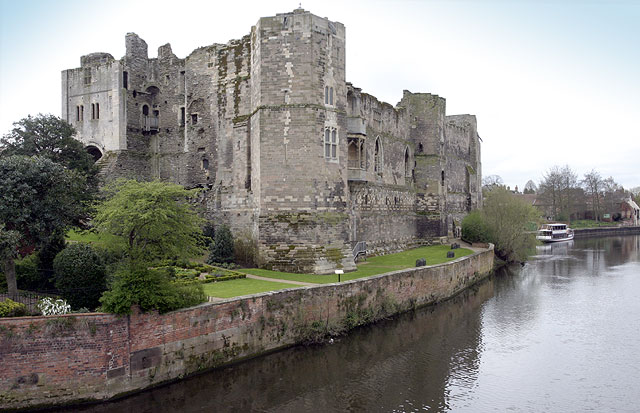 File Newark Castle Geograph Org Uk 4555 Jpg