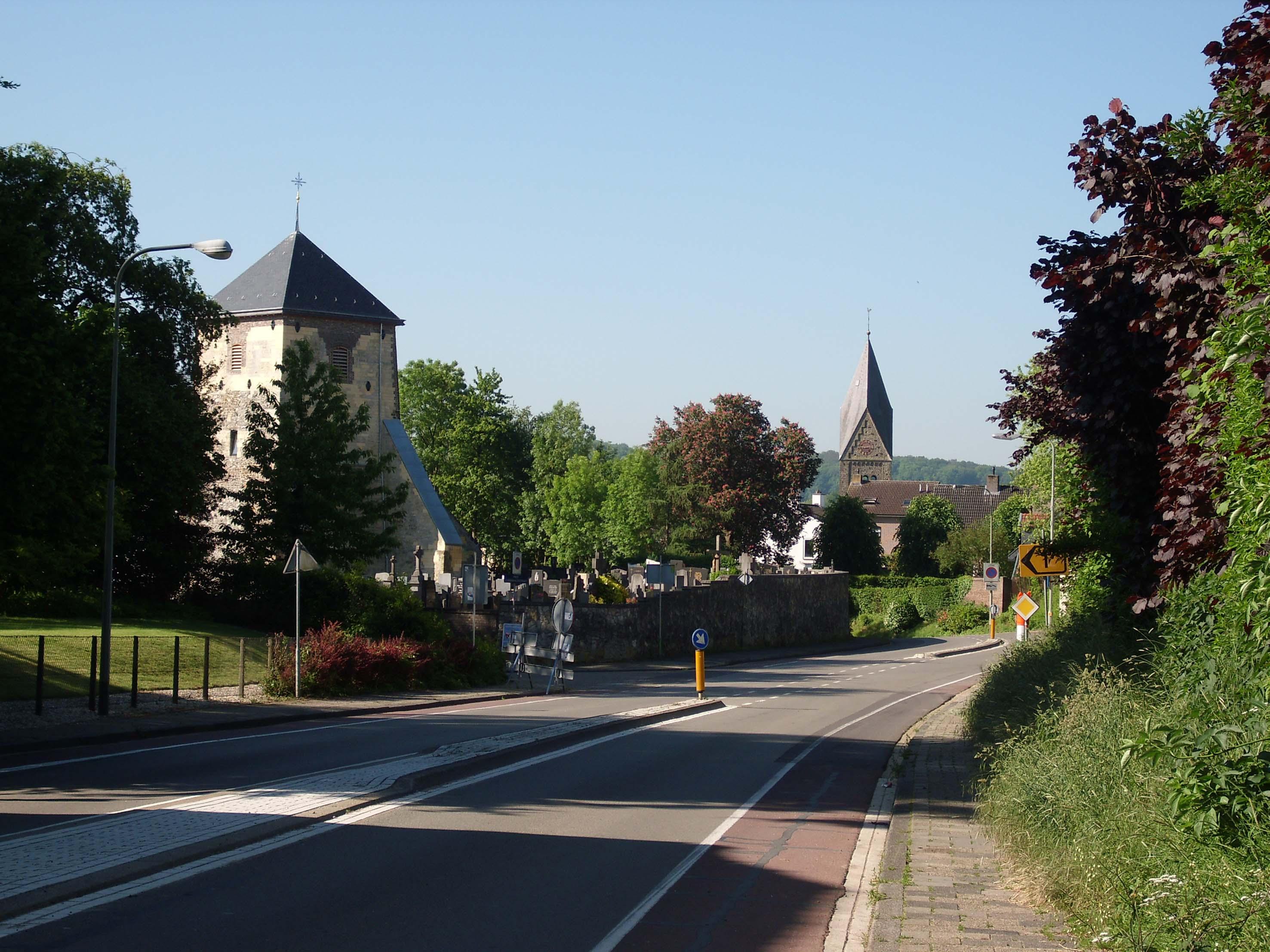 Gulpen Netherlands  city images : Description Oude kerktoren en kerk Gulpen Nederland
