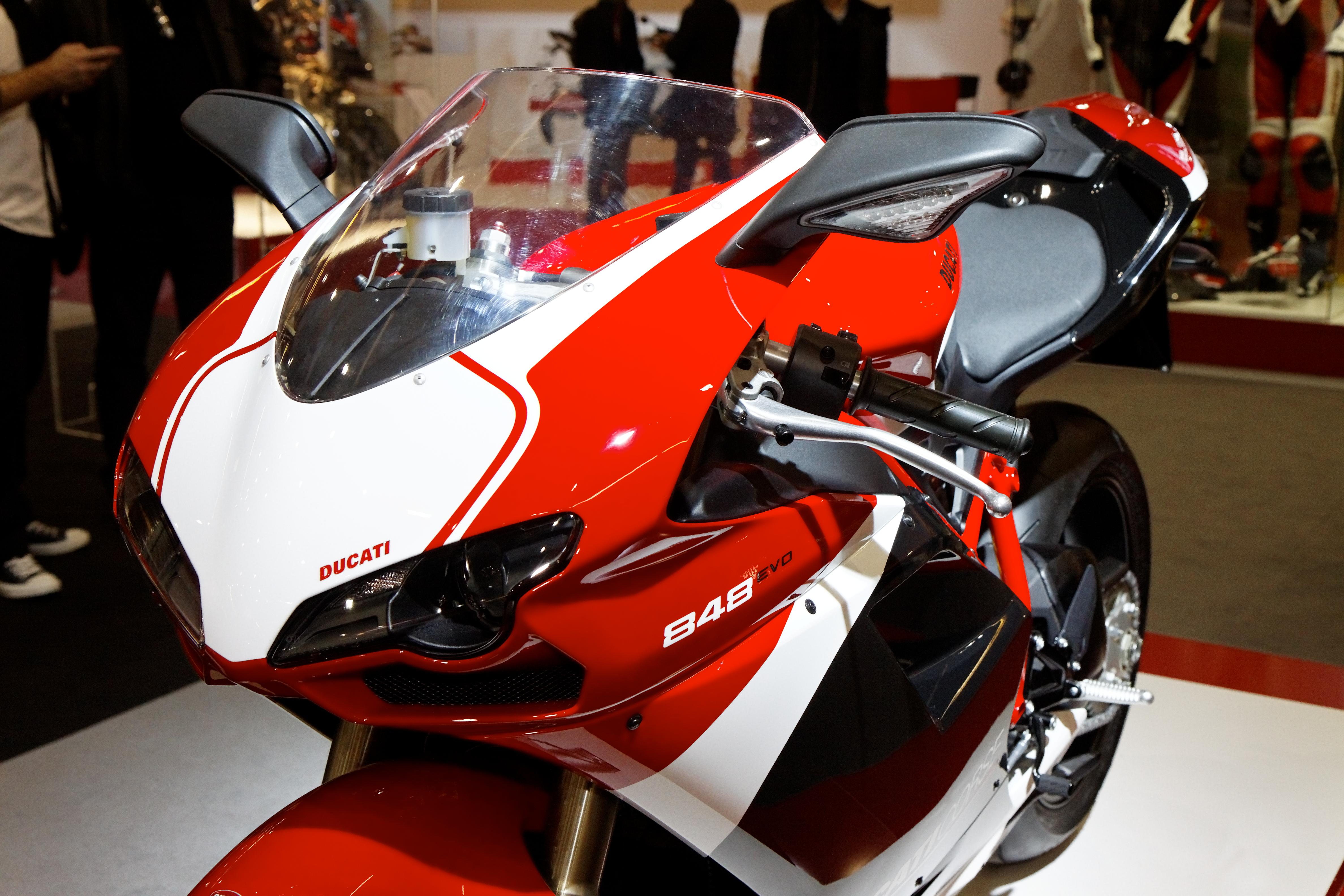 File:Paris - Salon de la moto 2011 - Ducati - 848 EVO Corse Special