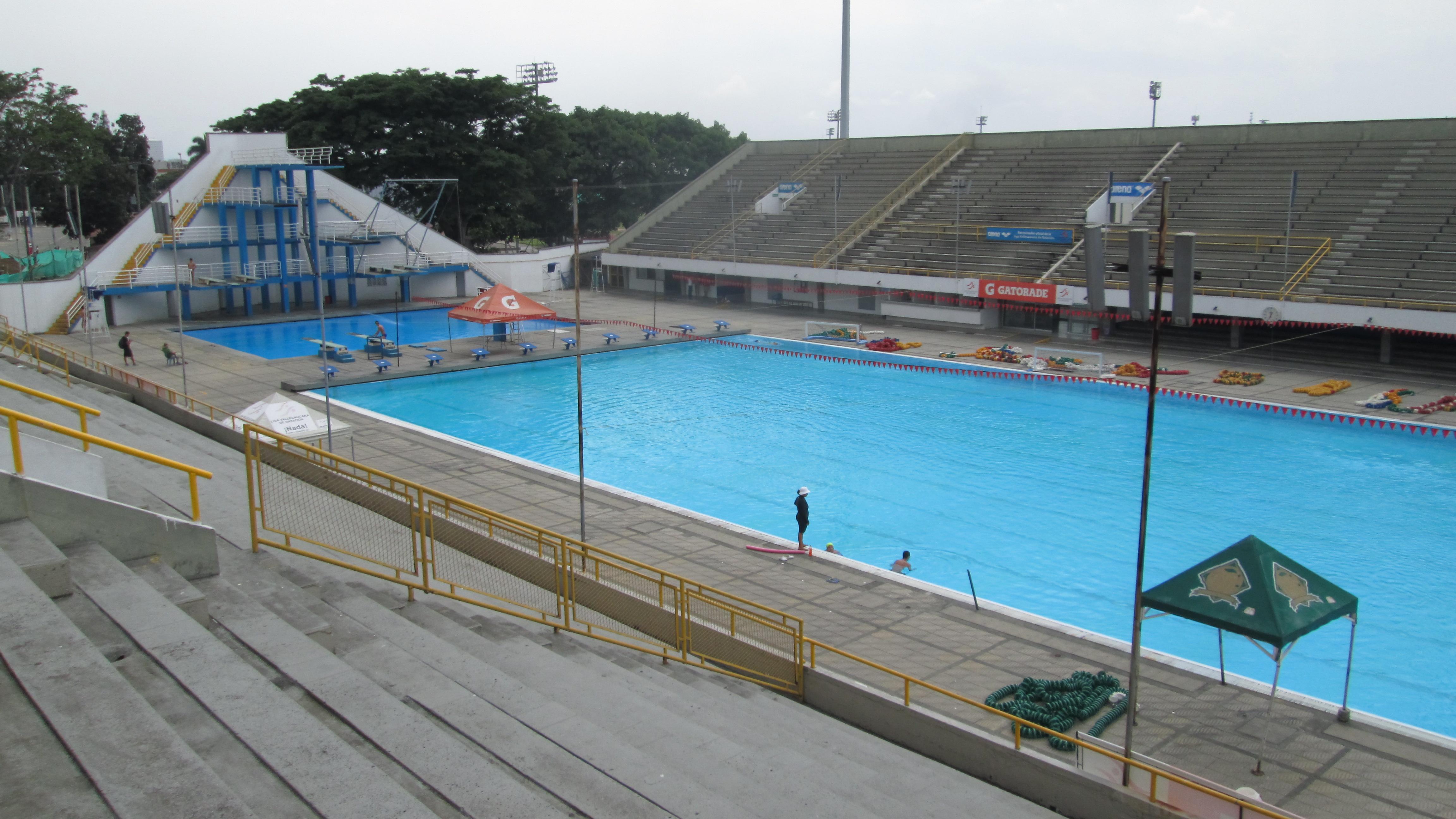 File piscinas hernando botero o byrne jpg wikimedia commons for Piscina wikipedia